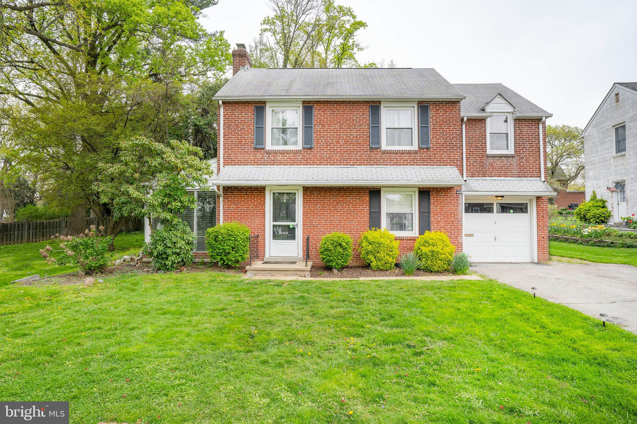 Welcome home to this charming 3 bedroom, 2 bathroom classic brick colonial in popular Delaire Commun