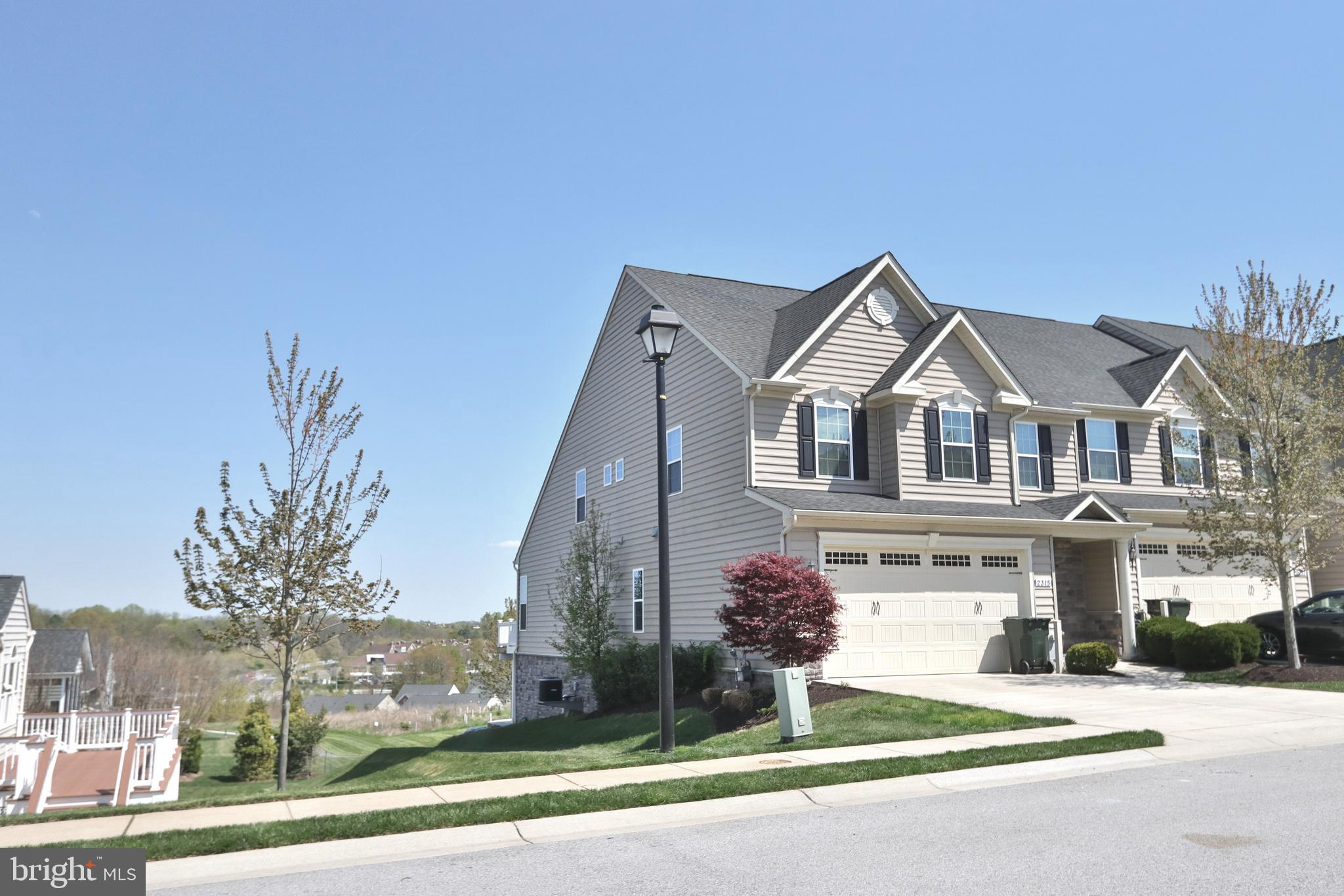 Luxury  Villa in Waverly Woods! Pristinely maintained, offering and exceptional open floor plan, bea