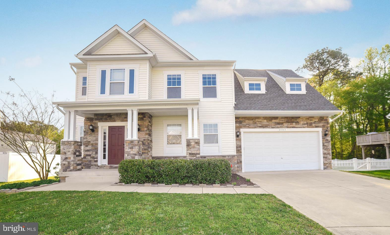 Beautifully maintained home in Elizabeth Hills subdivision with easy access to Pax River NAS, school