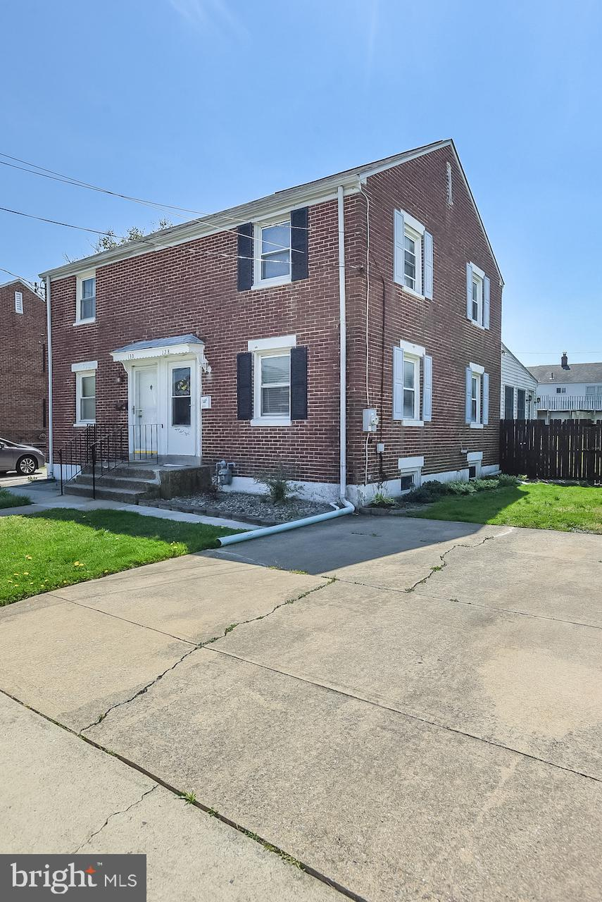 Great Location in Rarely Available Pleasant Hills.  This 2 bedroom, 1 bath twin features a nice size