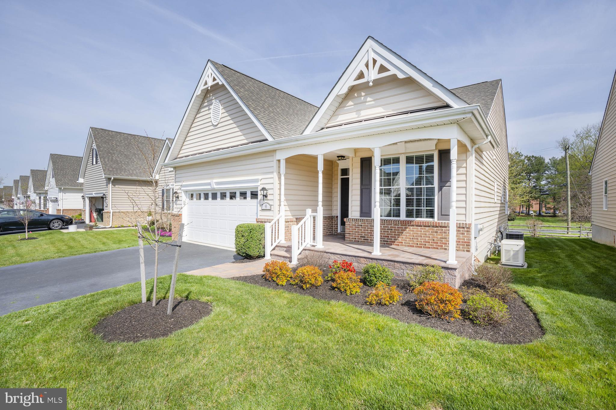 Available immediately in the carefree 55+ community of Village of Long Creek. You won't be disappoin