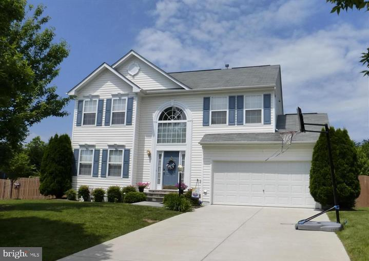 Welcome to your home! This home features  4Bd  3.5Bths  Large private yard fully fenced, brick patio