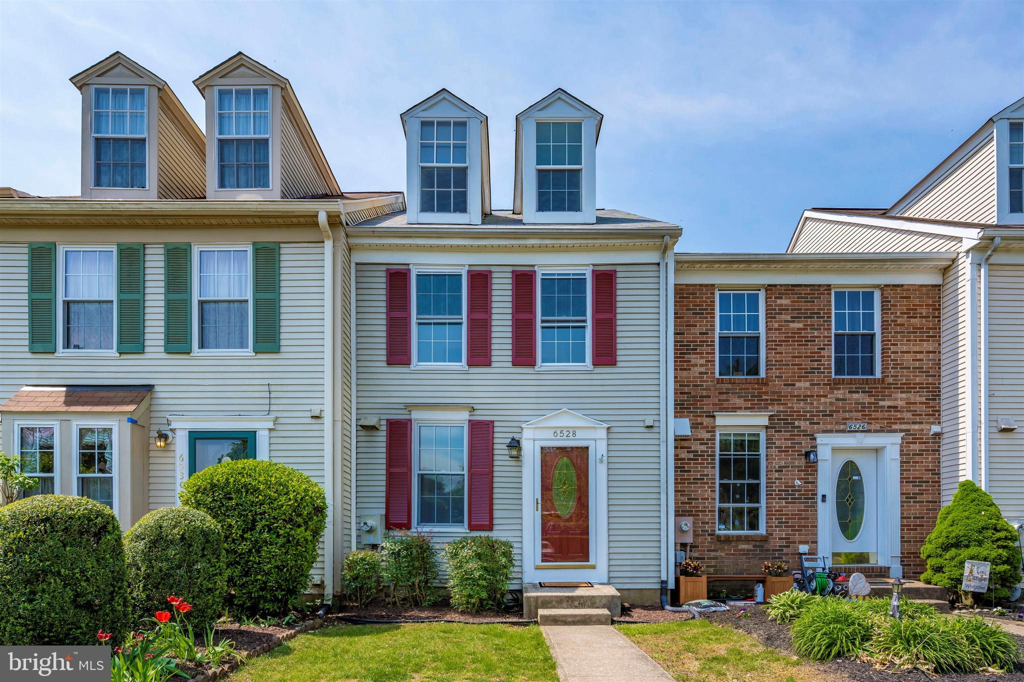 Fall in love with this beautiful townhome set in a great community at a reasonable price! This 4-lev