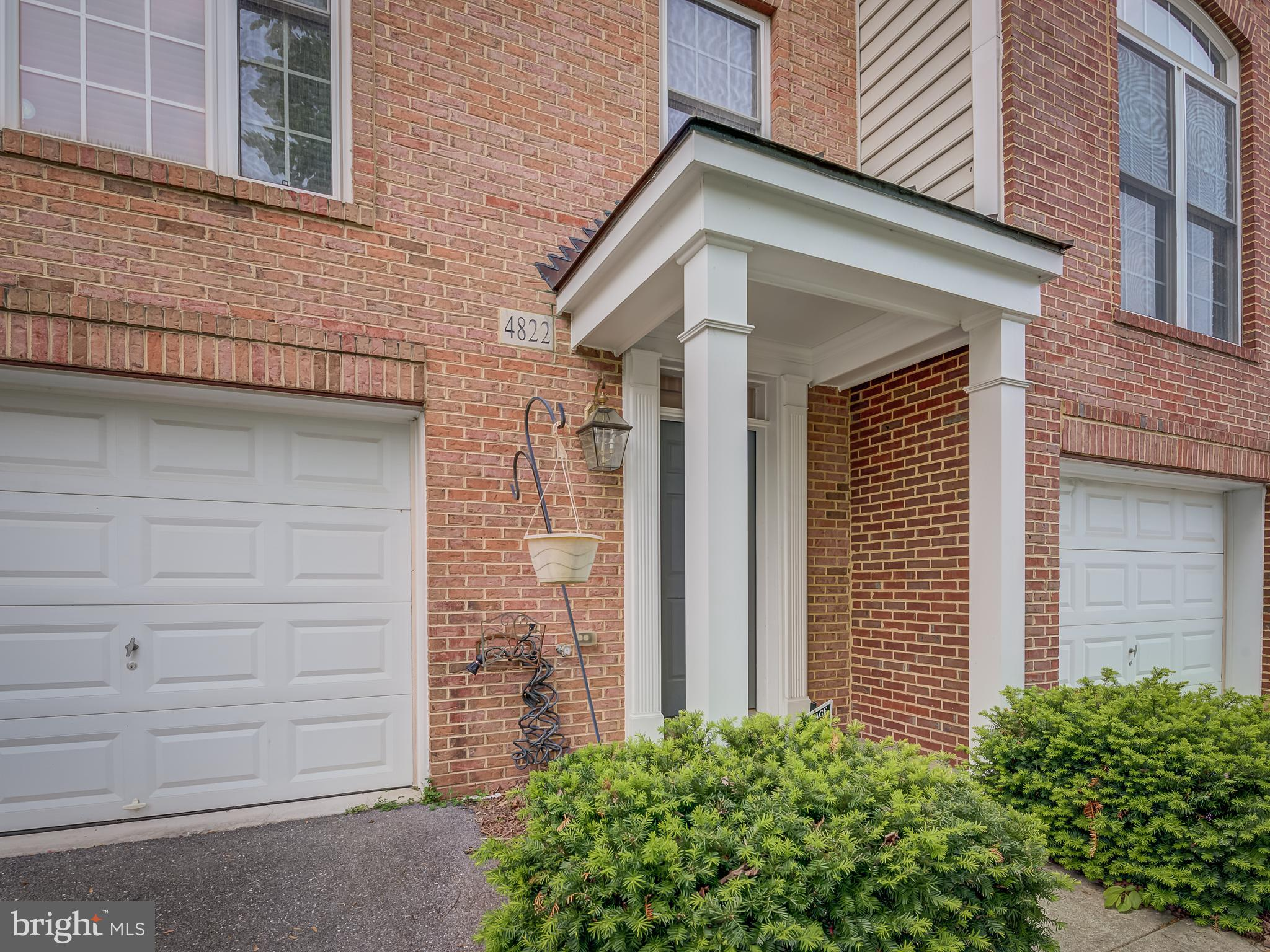 Beautiful  3-level Townhouse with high 2-story ceiling foyer, very high ceiling 1st level family roo