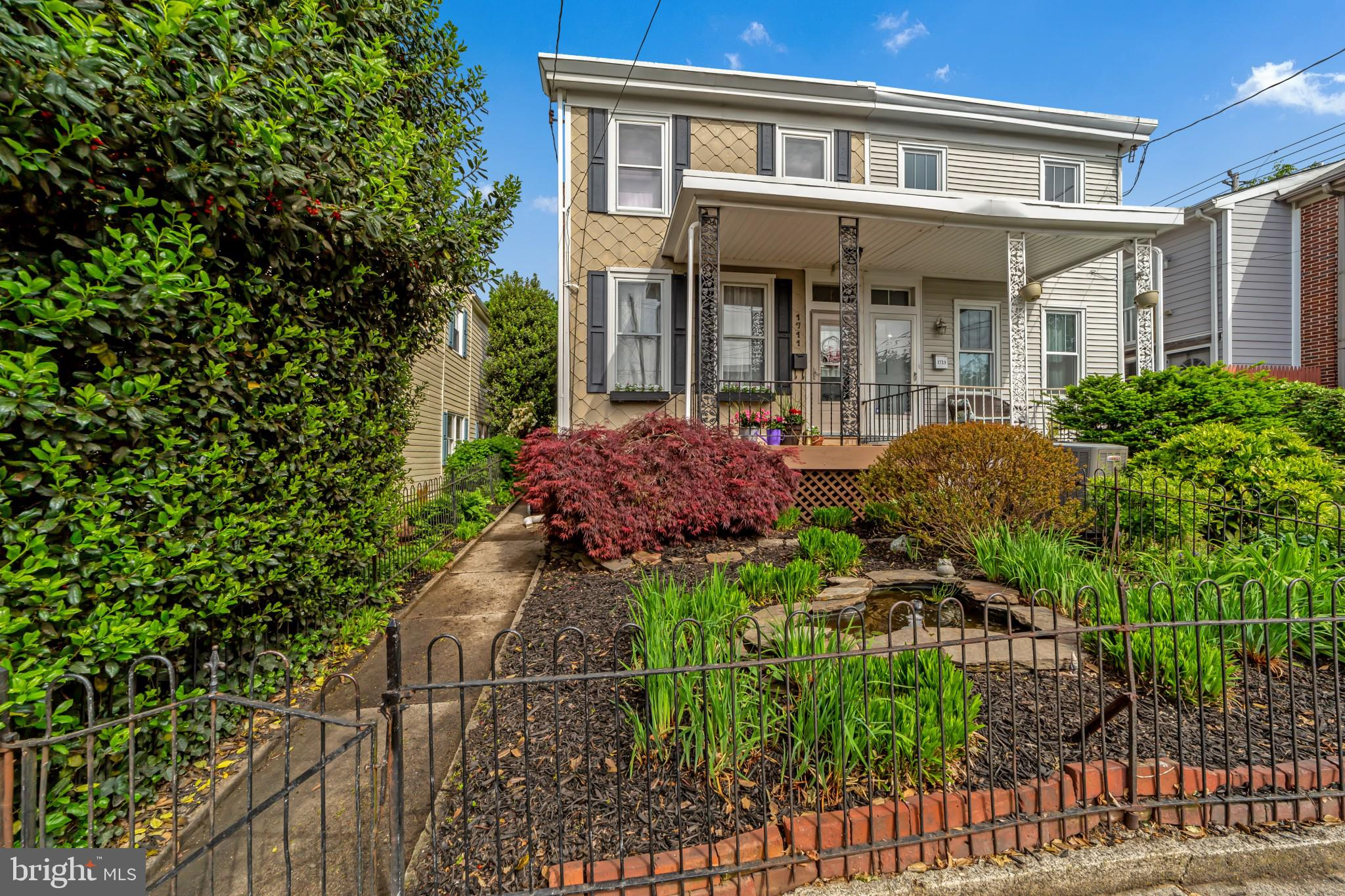 **Showings Begin on Thursday, 06-May.**   Great curb appeal is a fantastic way to start off your tou