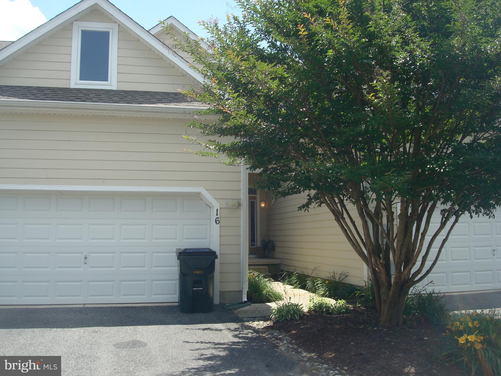 Don't miss this spacious 4 bedroom / 3 bath 2 story townhome with 2 car garage in Plantations East.