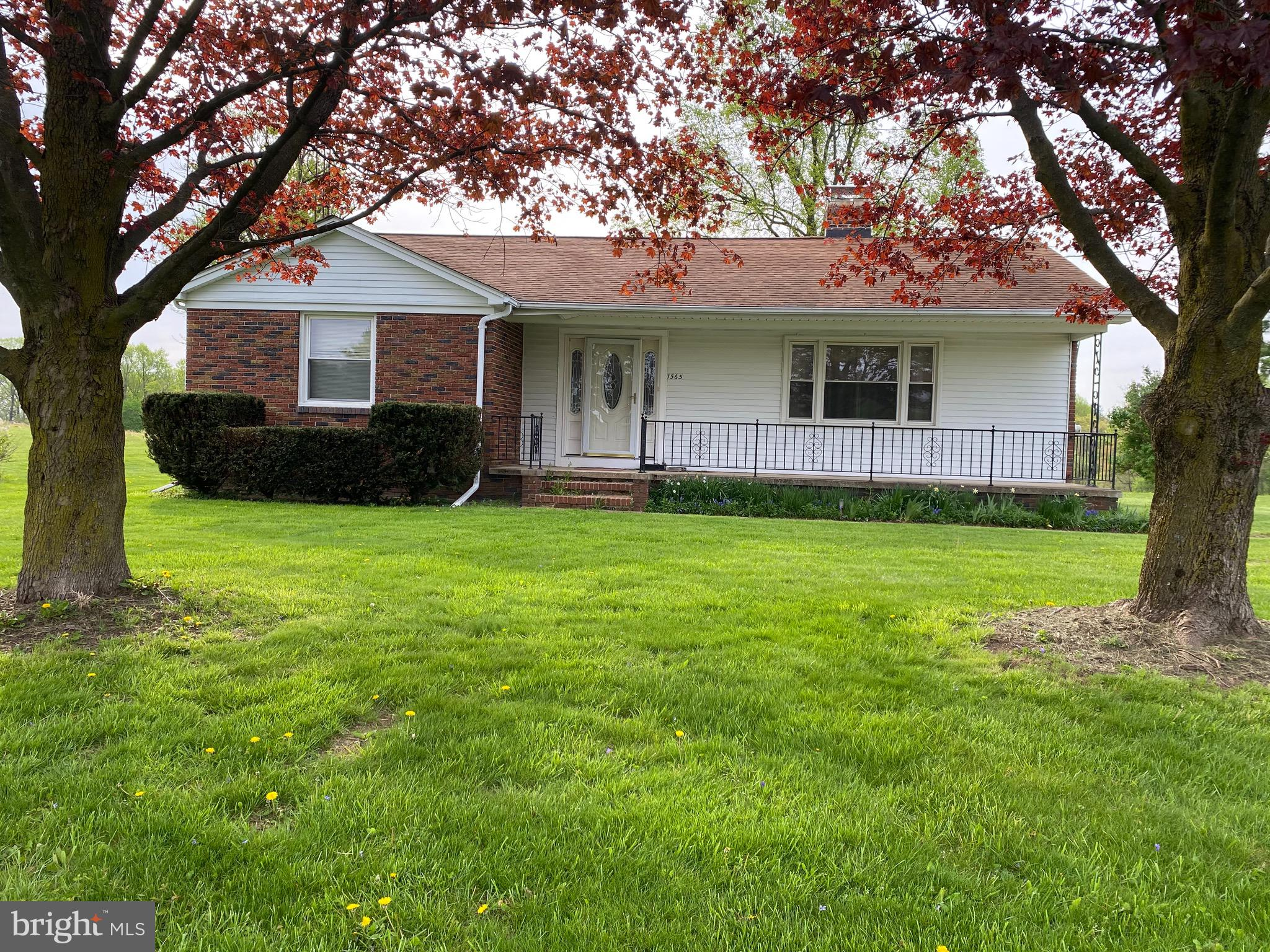 This adorable rancher is a perfect starter home on half acre lot in Hampstead.  3 bedrooms and 2 ful