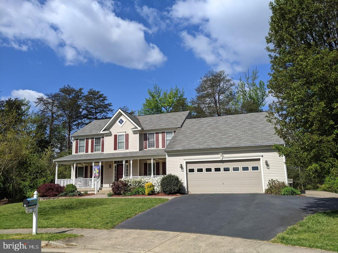 """***4410 TOTAL FINISHED SQ FT***  For the home buyers looking for luxury, this beautiful """"One of a ki"""