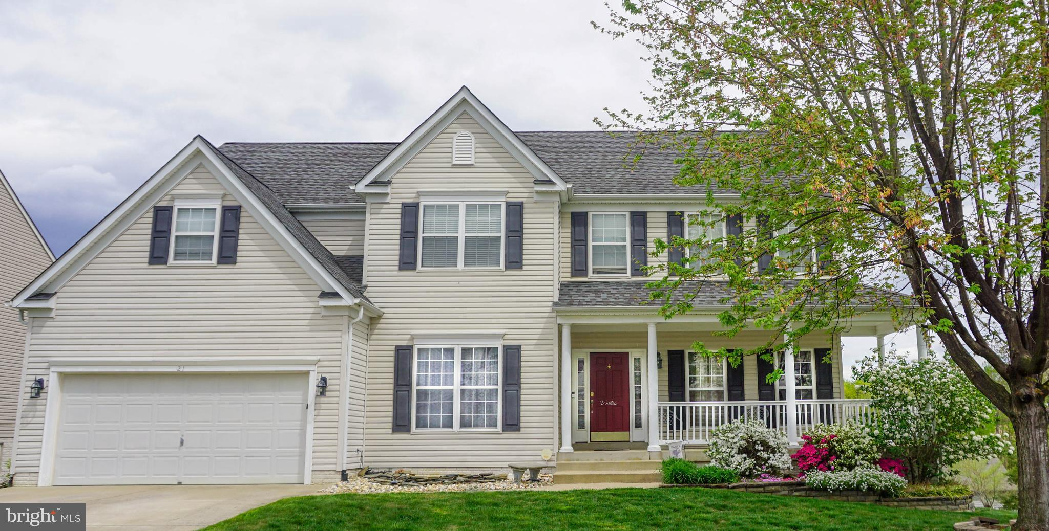 **OPEN HOUSE SATURDAY MAY 15th, 1-3PM!** Don't miss your opportunity to own this large, 6 bedroom, f