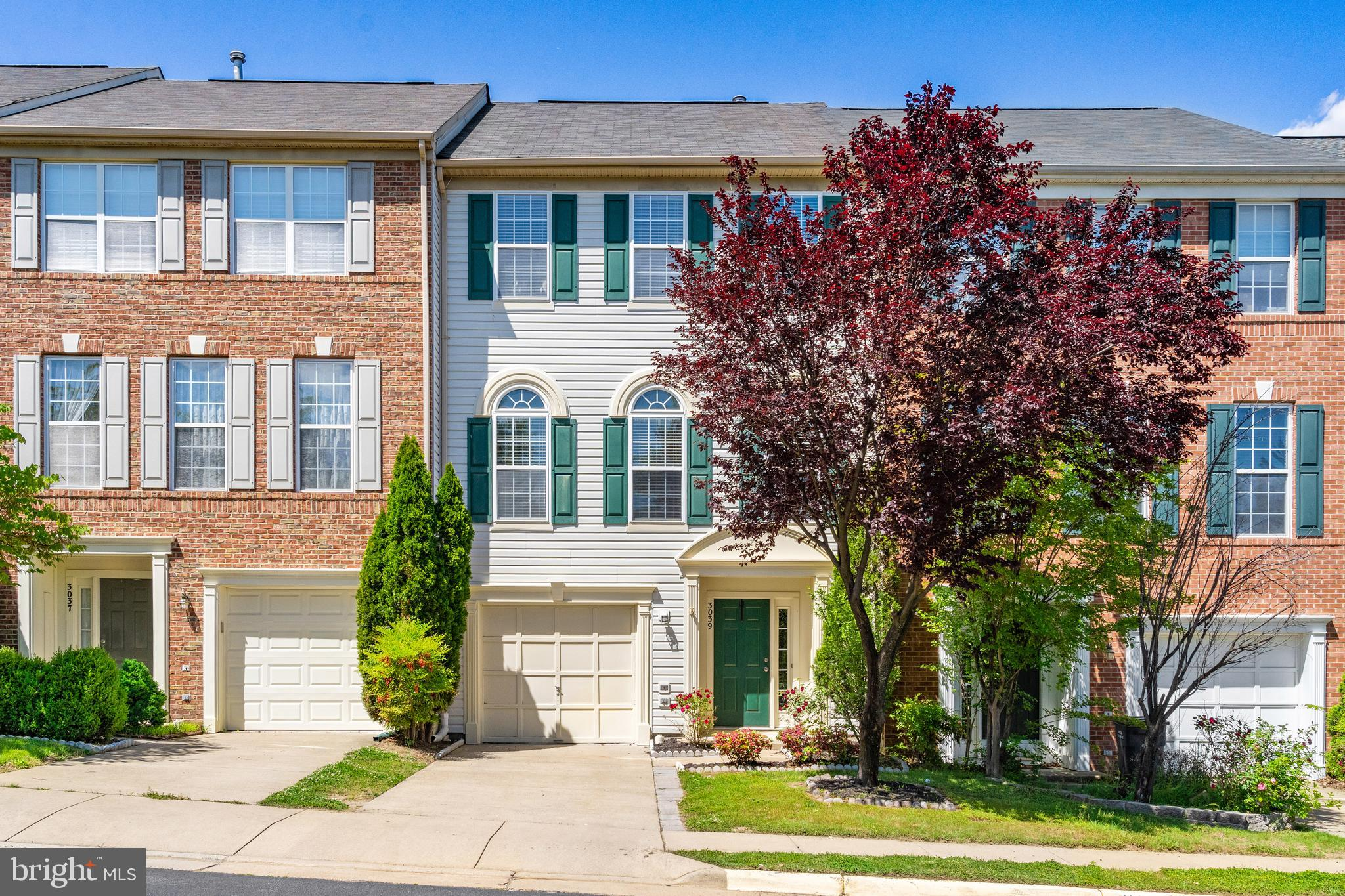 3 Bedroom 2 Full and 2 Half Baths. 3 level townhome walks into foyer, large lower-level rec room off