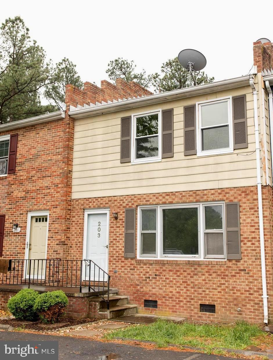 MOVE IN READY Townhome in quiet established neighborhood with all the conveniences that Stephens Cit