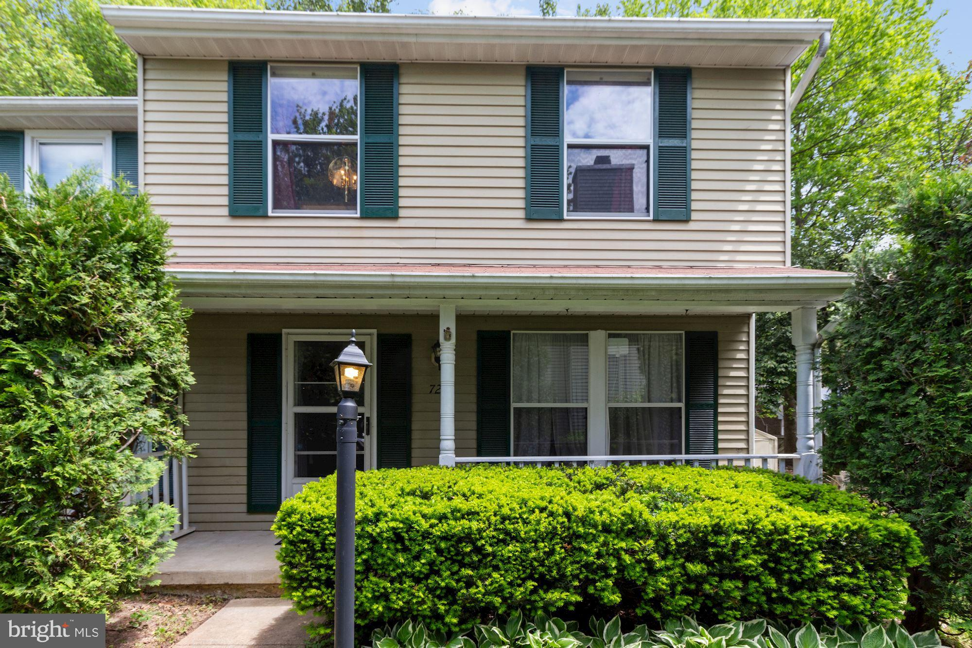 IDEAL LOCATION! Welcome home to this move in ready 3 bedroom 1.5 bath end unit duplex on a quiet cul