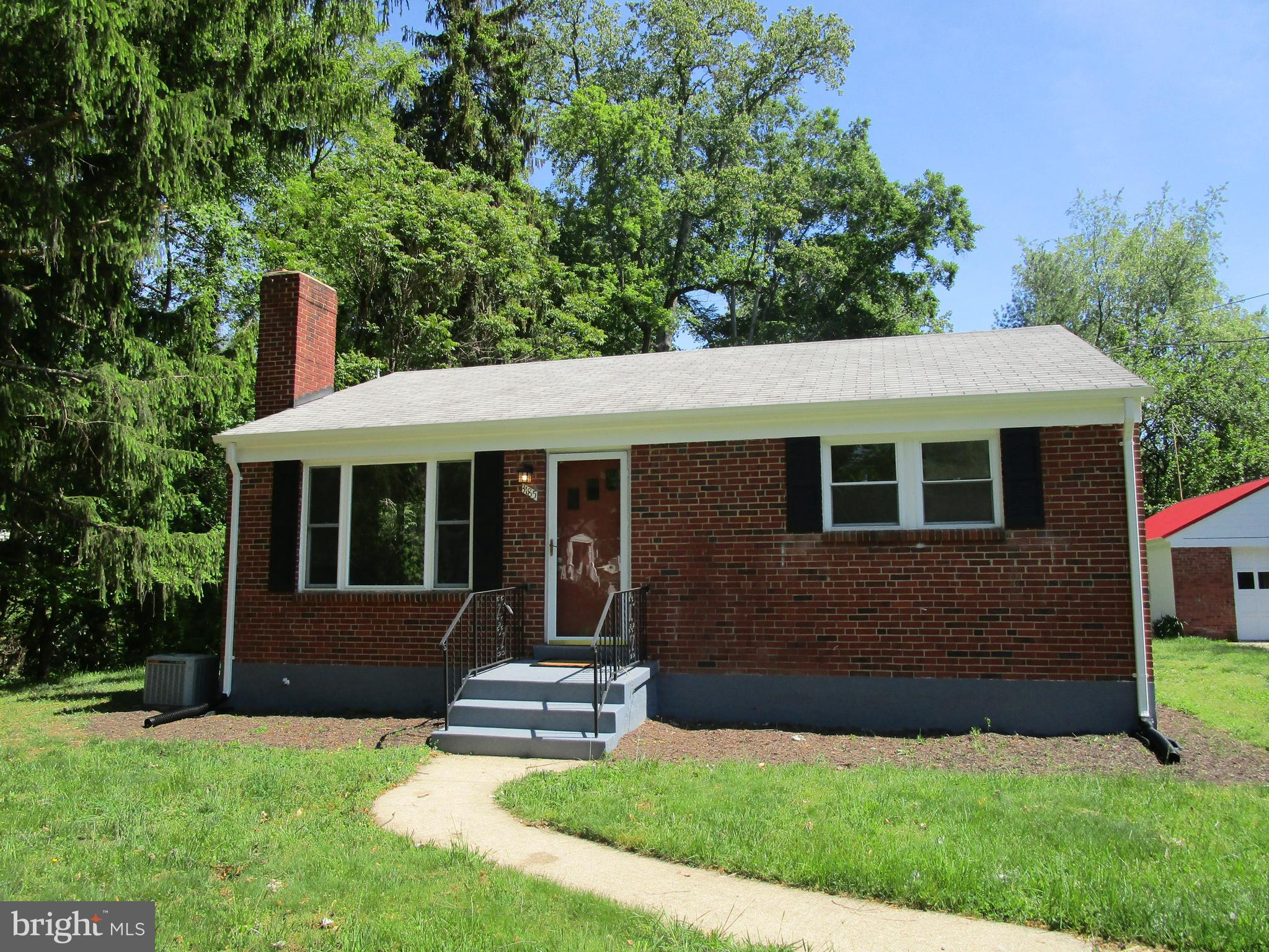 WELCOME HOME!!   PLENTY OF SPACE TO STRETCH AND BREATH ON THIS LARGE LOT WITH ROOM TO EXPAND !GREAT