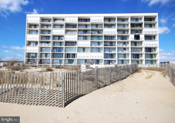 Cute little one bedroom condo with great ocean views. South end unit, on first floor, but raised one