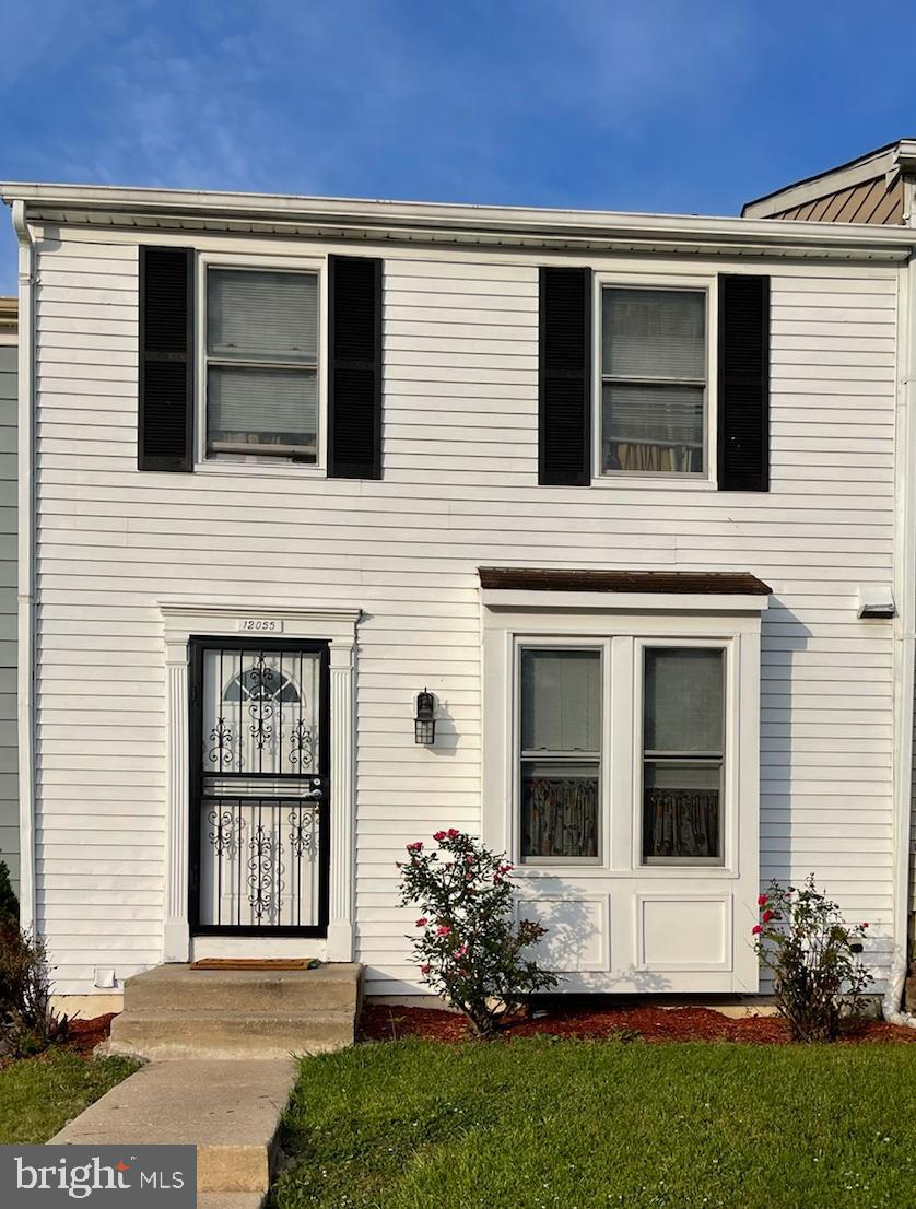 Beautiful and lovingly cared-for 3 Bedrooms townhome that has been completely updated with wooden fl