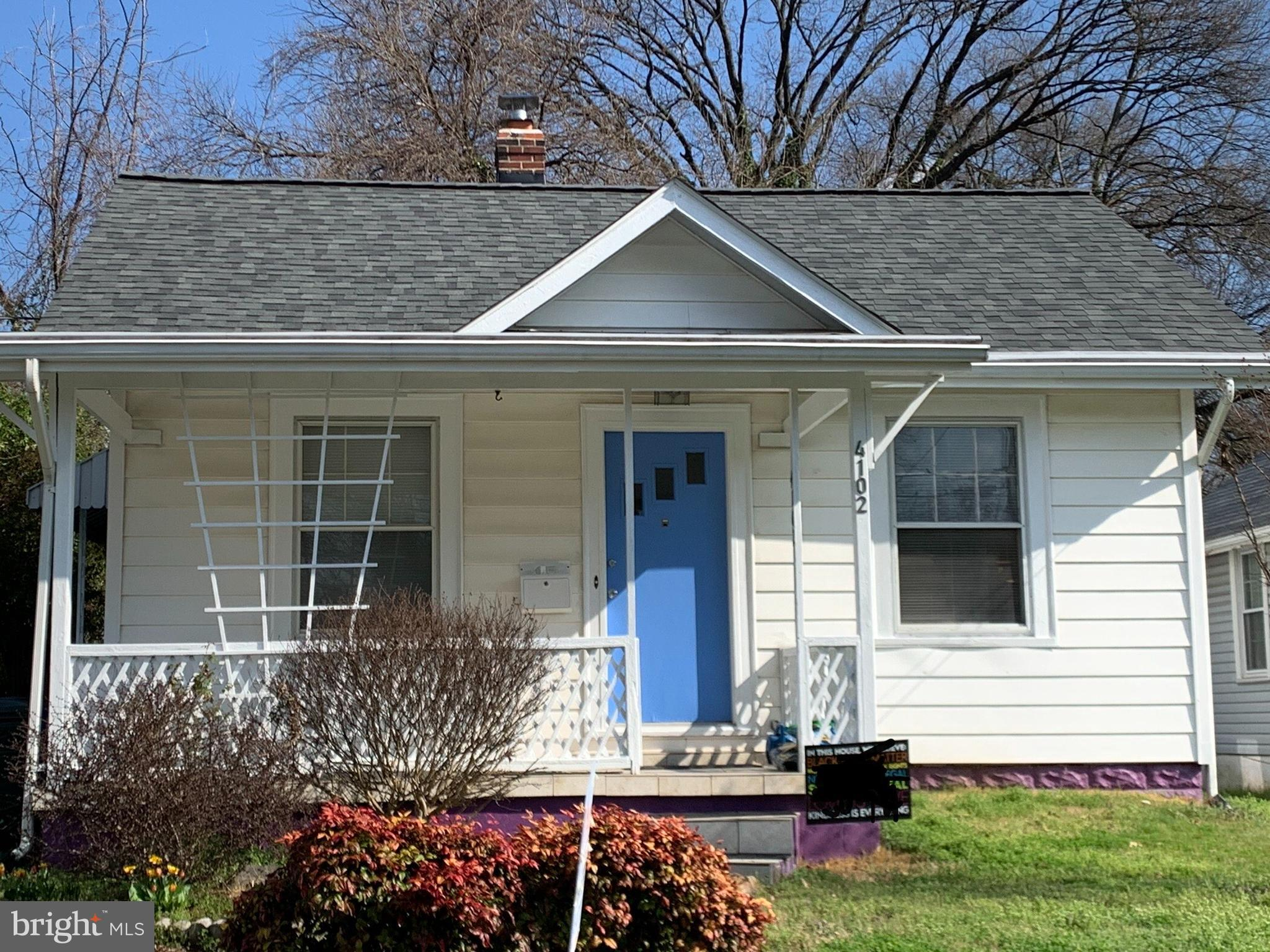 This charming property is well maintained and move in ready!! Upper level can easily be converted to a 3rd bedroom. Don't miss this opportunity.