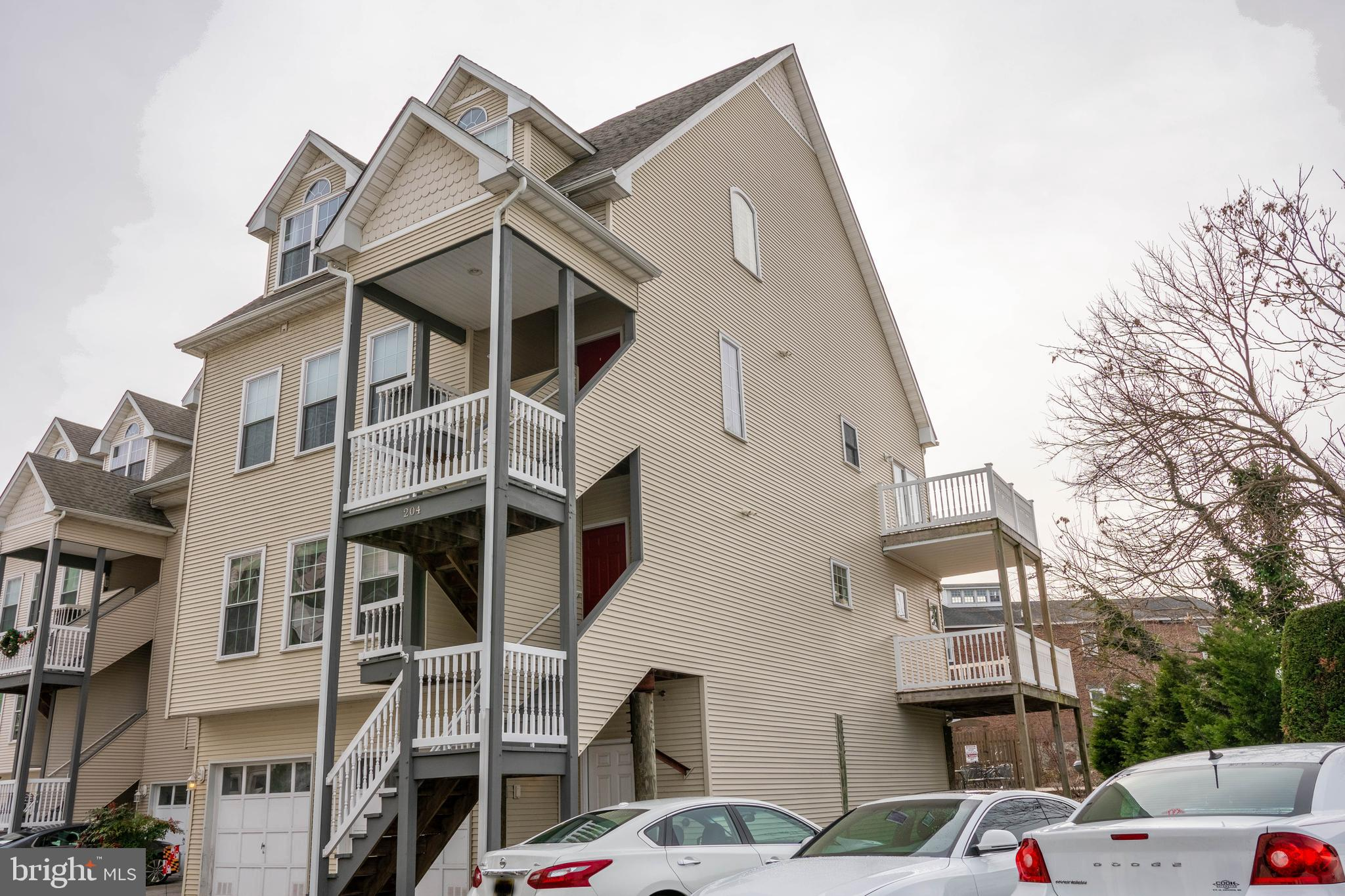 Don't miss your chance to live in beautiful downtown historical Havre De Grace by the water! This 2B
