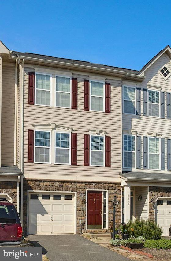 Phenomenal opportunity to purchase beautiful home in popular Stone Ridge South. Three level townhome