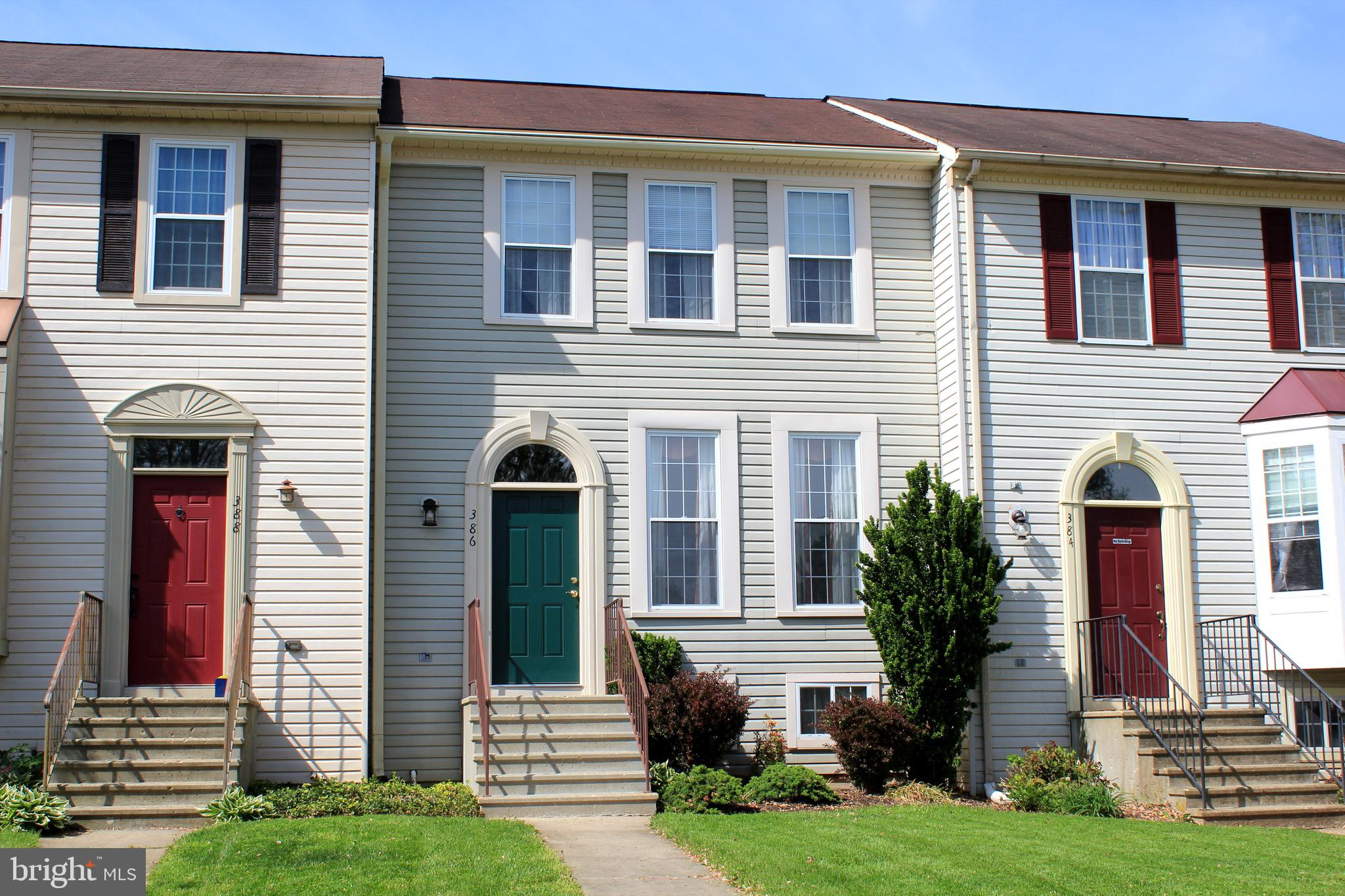 Gorgeous townhouse in Avondale Run! This home offers a remodeled bath, updated kitchen with solid-co