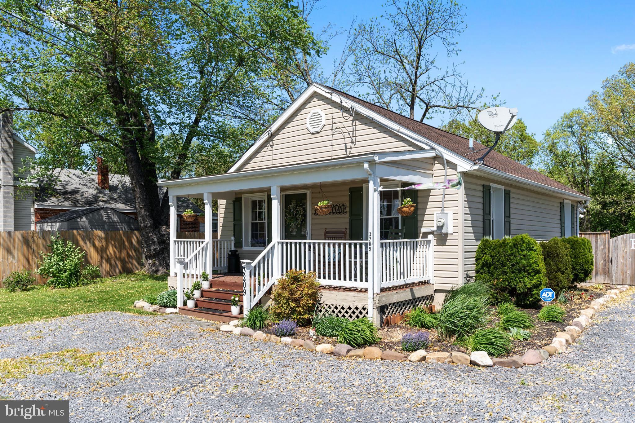 Adorable cottage on a fantastic lot!  This sweet home is perfect for a starter home, a small family,