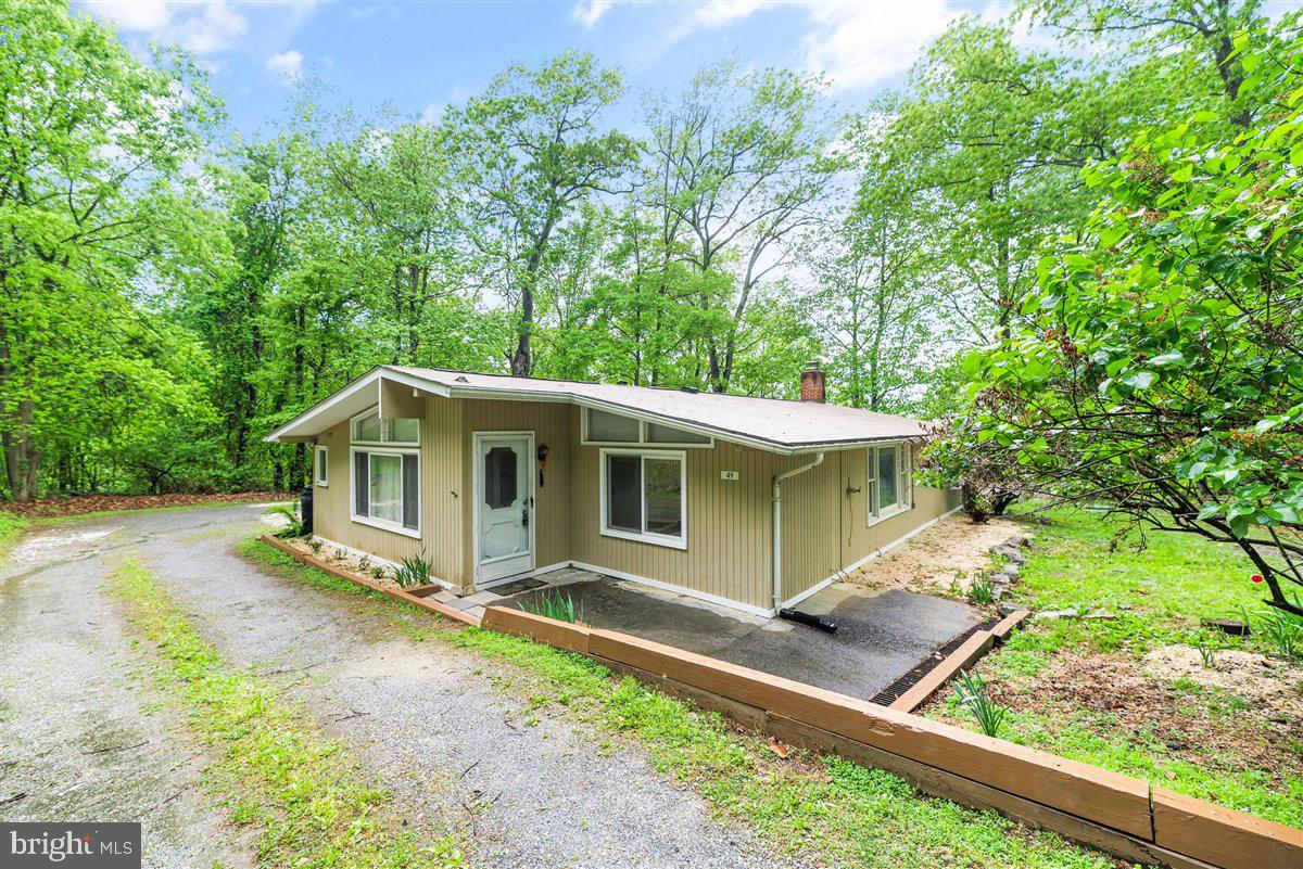 """Motivated Seller!  Cozy rambler on choice, cul de sac lot in Shenandoah Retreat offers a """"back to na"""