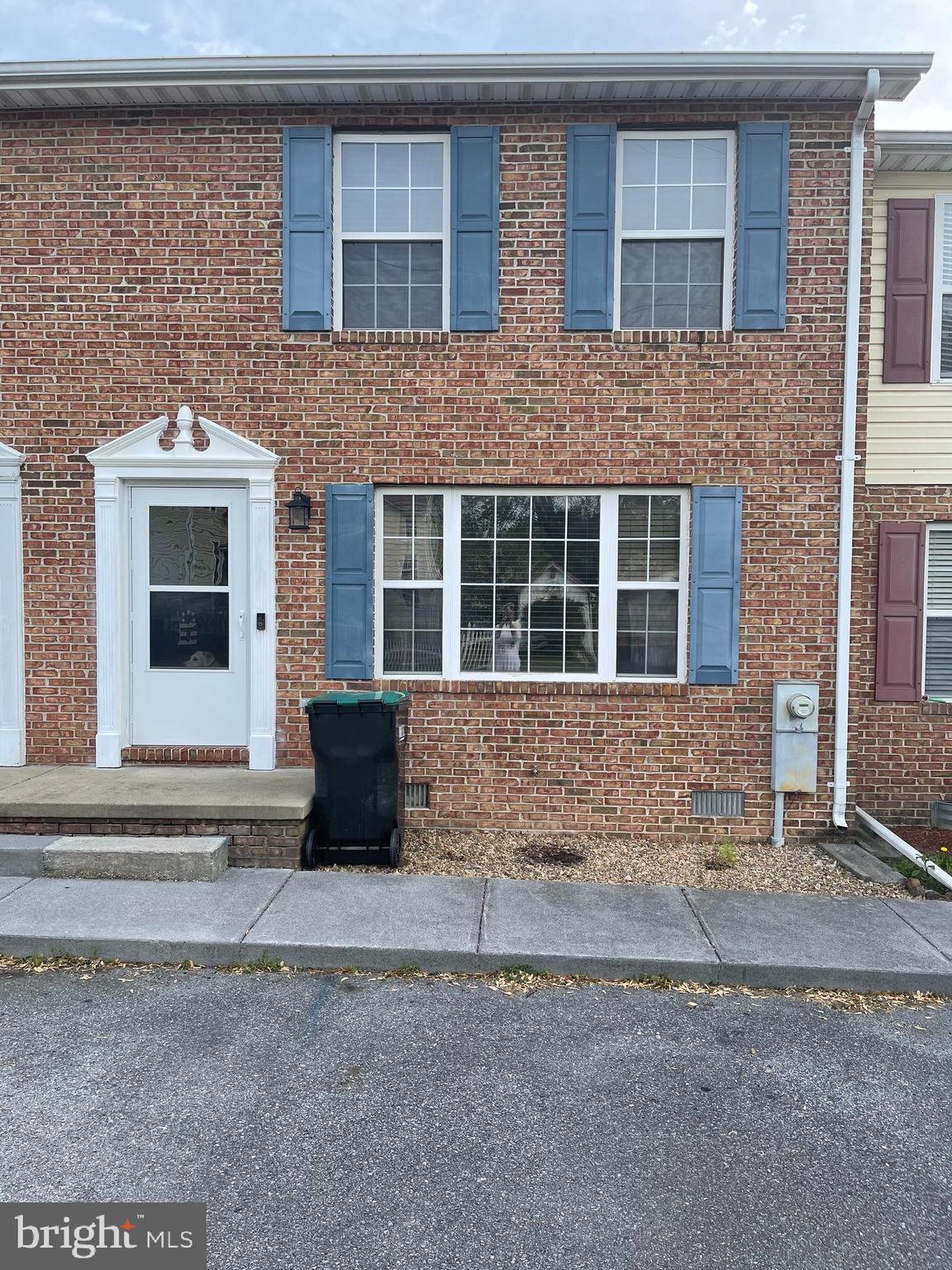 Exceptionally well-maintained Townhome in Great location. Less than 1 mile to I81, within walking di