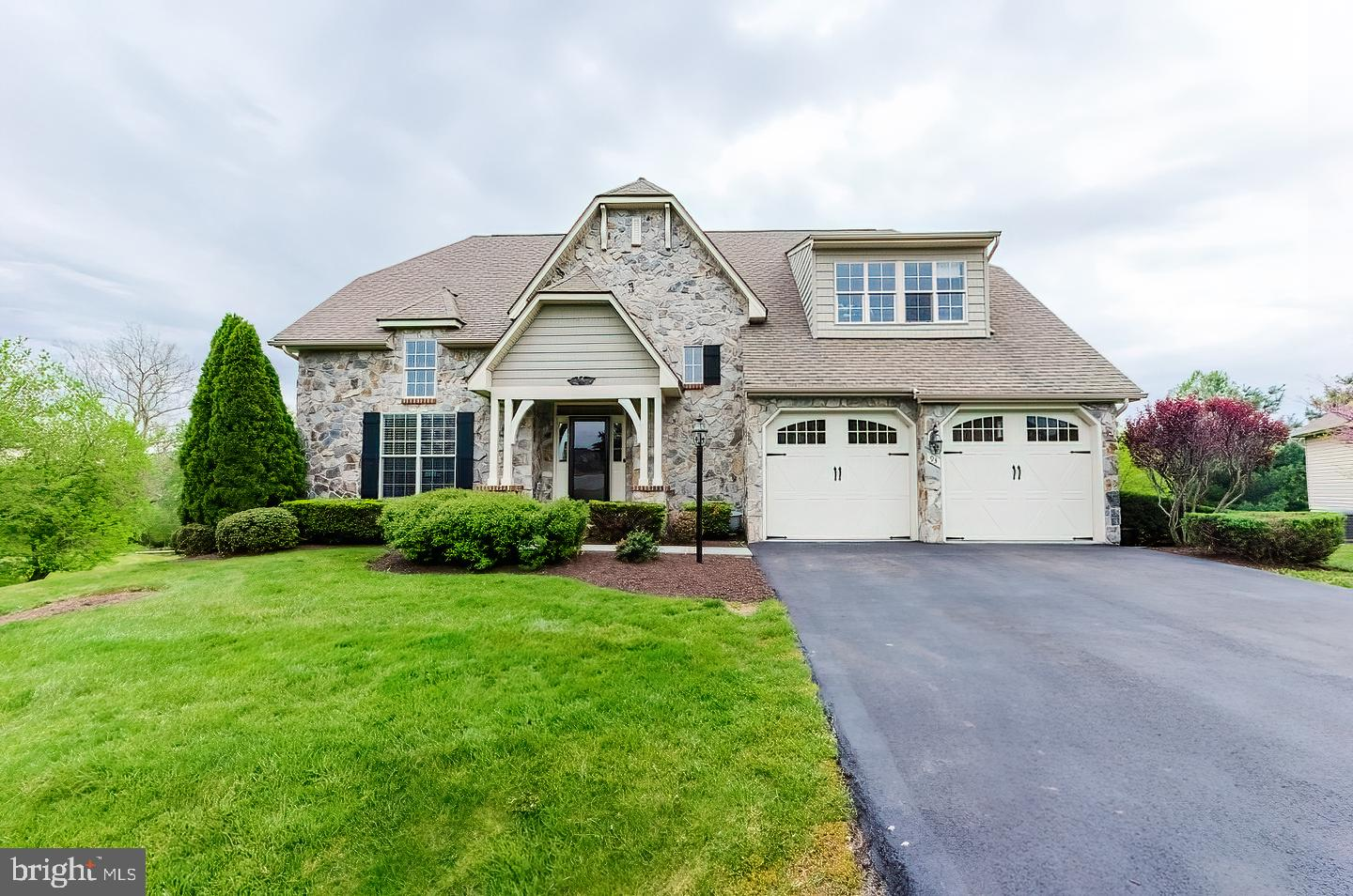 Beautiful Wormald built home in the prestigious Jefferson County gated community of Beallair.  You w