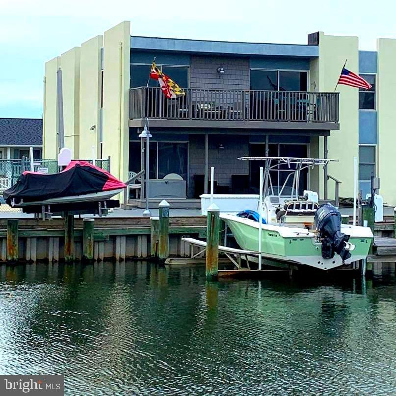 Just what you have been waiting for an AMAZING 2 Bedroom Condo with Awesome Canal views. The living