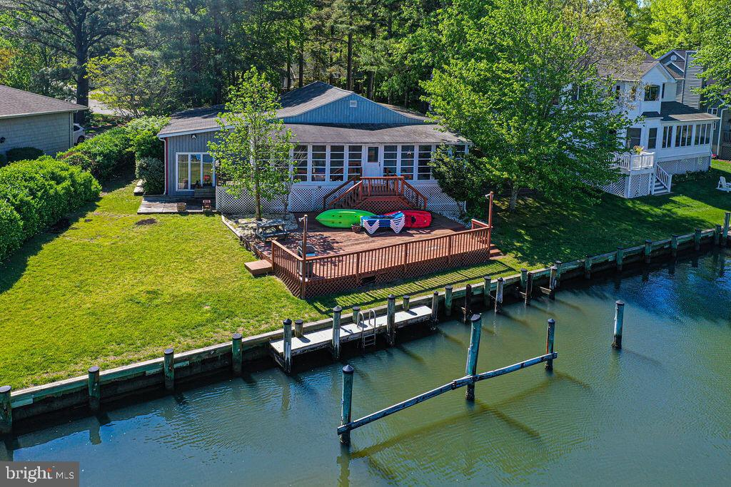 Beautiful large waterfront lot overlooks intersecting canals, and also offers river views!  Just a s