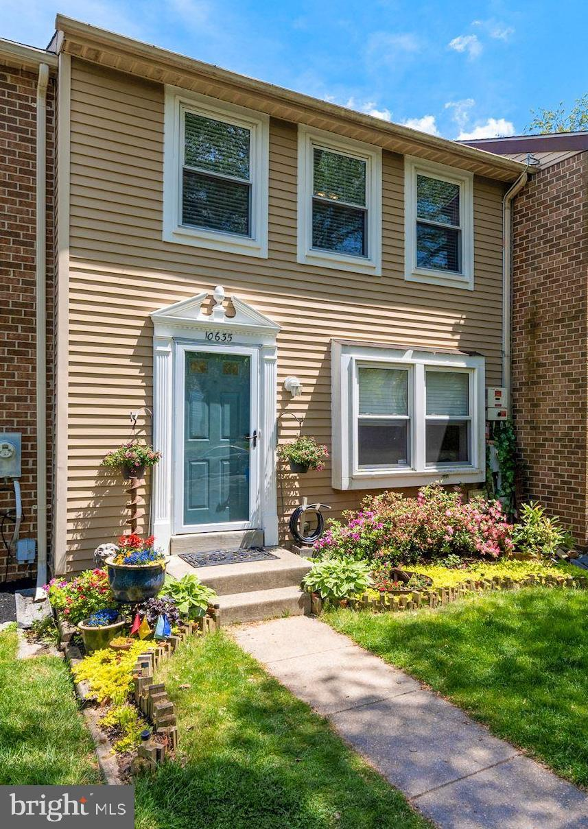 WONDERFUL 3 BEDROOMS 2.5 BATH TOWNHOME IN LEISHEAR VILLAGE. (HOWARD COUNTY LAUREL) OWNED SOLAR PANEL