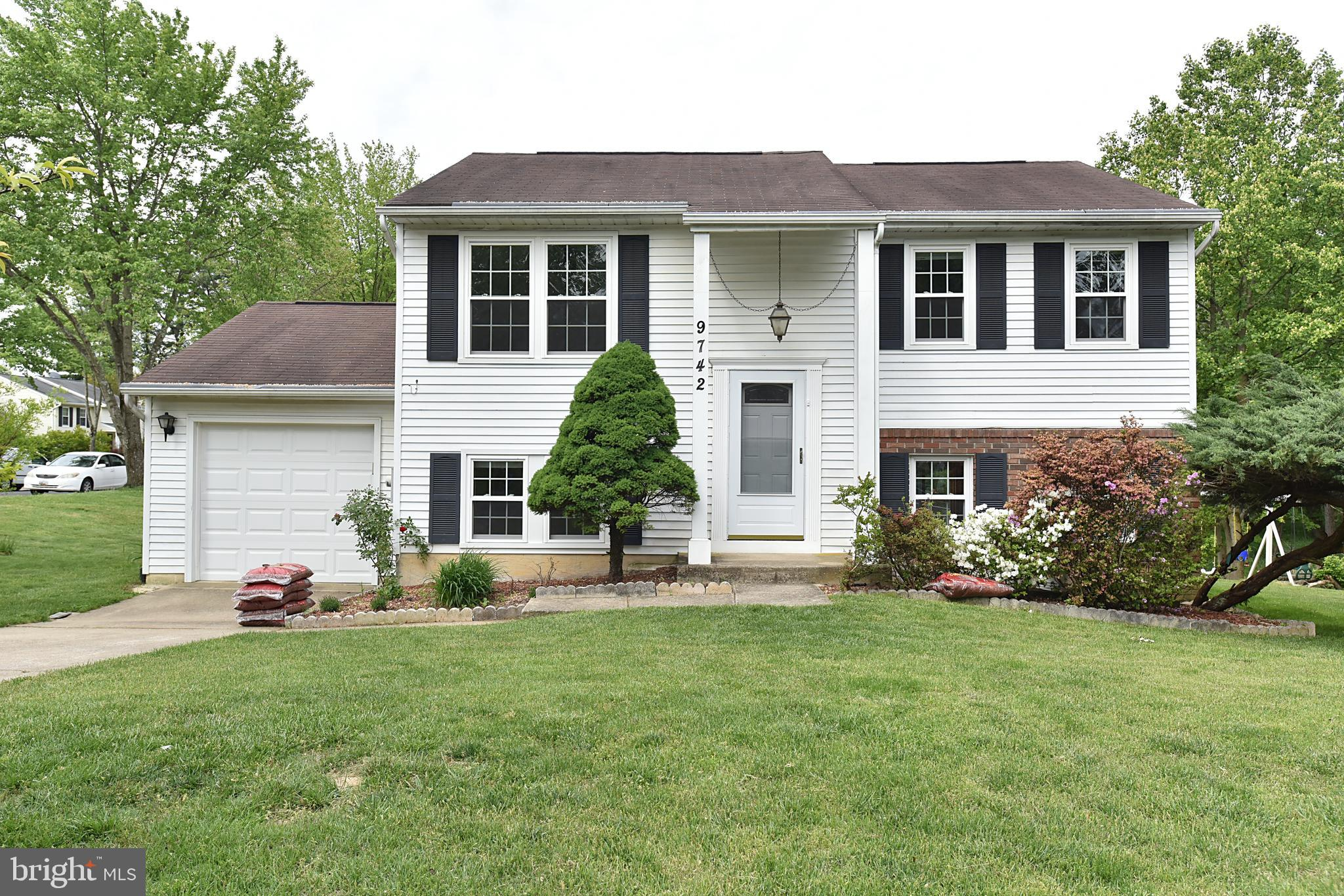 Well-maintained Beautiful home located at a Cul-De-Sac.  4 bedrooms and 2.5 baths in Hammonds Promis