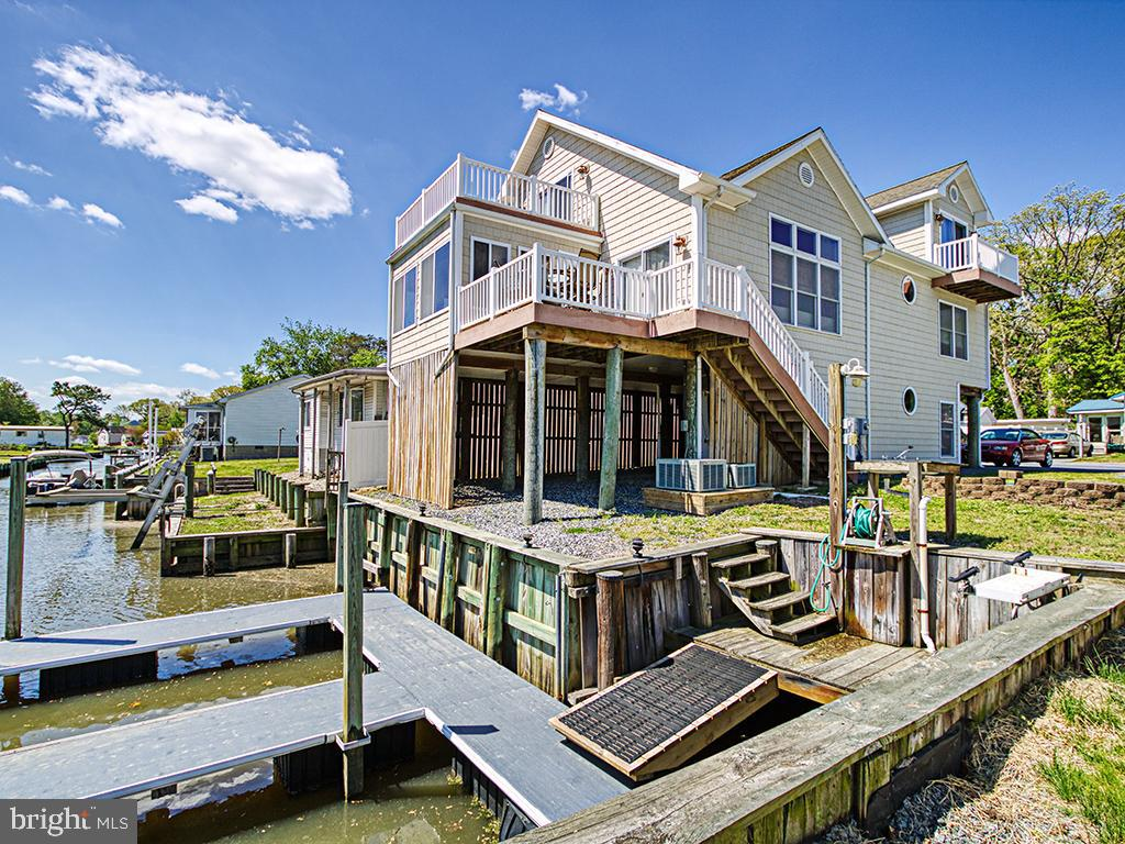 Boater's Delight!  This Furnished Canal-front home is only 15 minutes to downtown Bethany Beach!  Ke