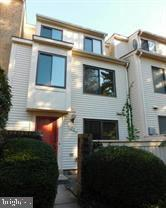 Beautiful and spacious 3 level, 3 bedroom, 2.5 bath townhouse conveniently located near Lakeforest M