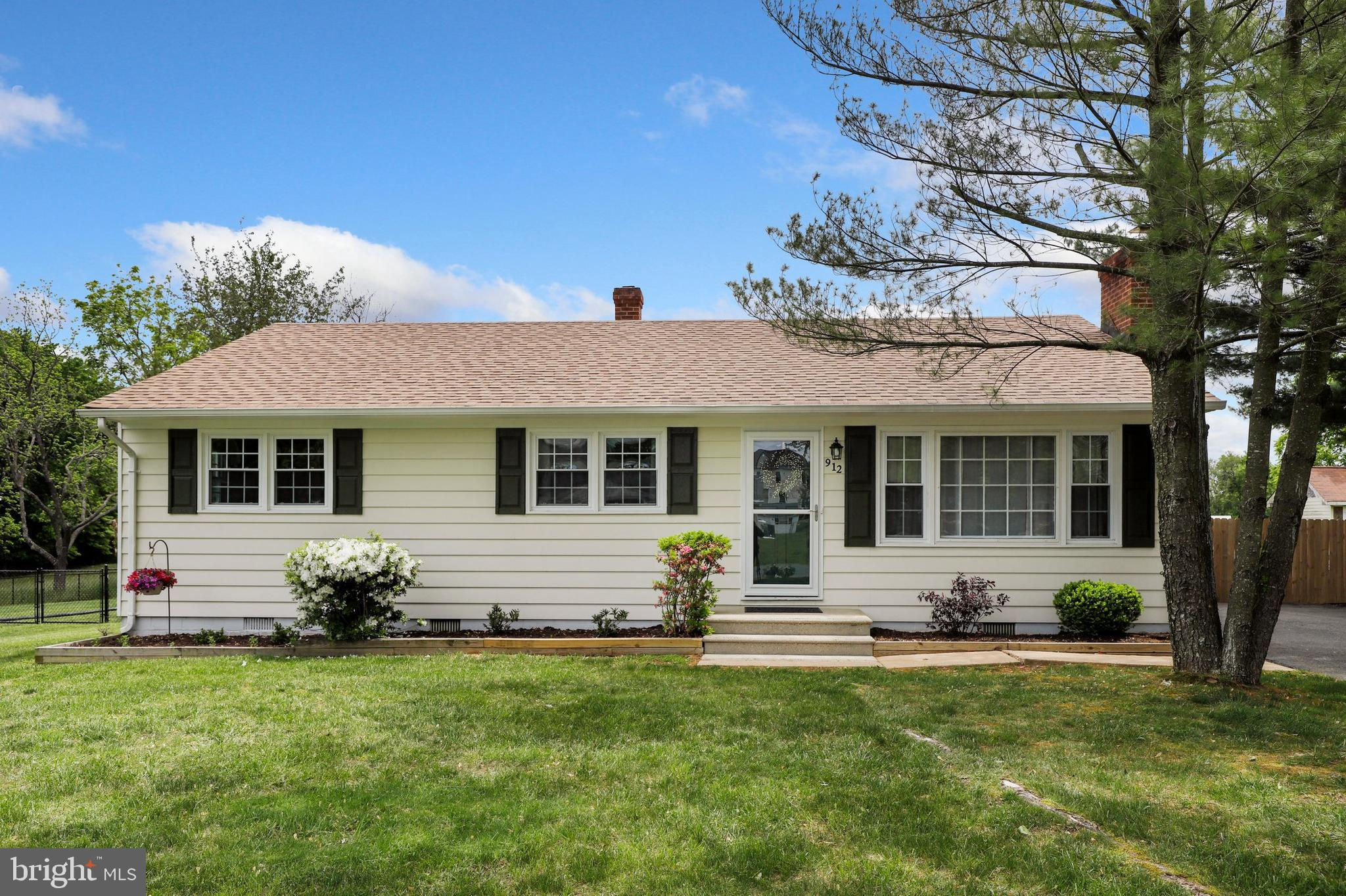 One level living at its best! Ready-to-move-in Rambler, located just minutes from VRE, Shopping and