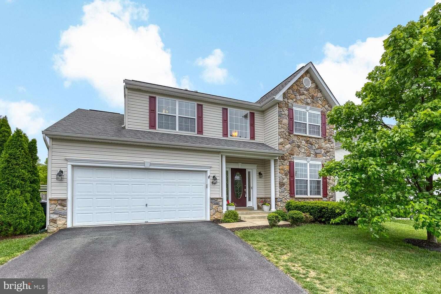 Enjoy over 3266 square feet in this three level, 4 bedroom, 3.5 bath home in the Seasons Landing sub