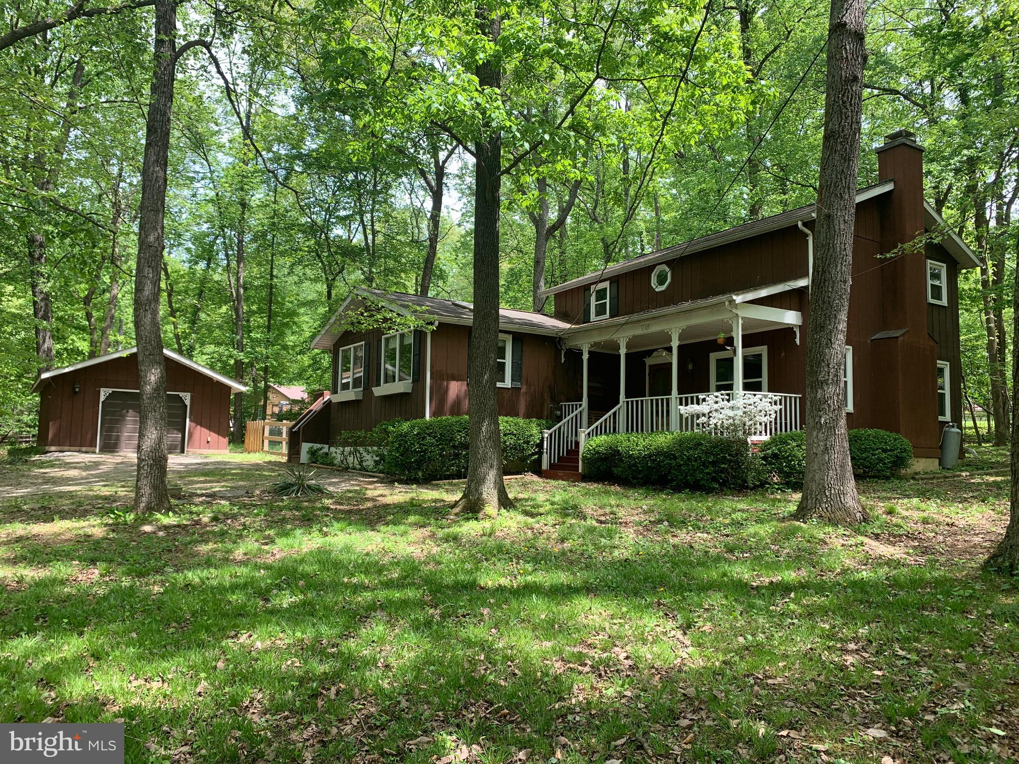 Very Unique Contemporary offered in Blue Ridge Acres (offering pool/club/waterfront memberships), hu