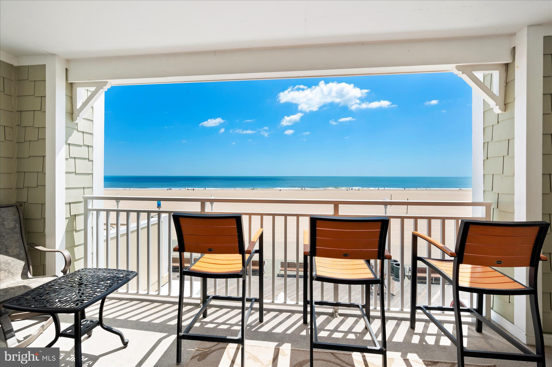 Experience the finest in oceanfront living!Ginormous 2400 sq.ft. 3bed/3bath/2 balcony direct ocean