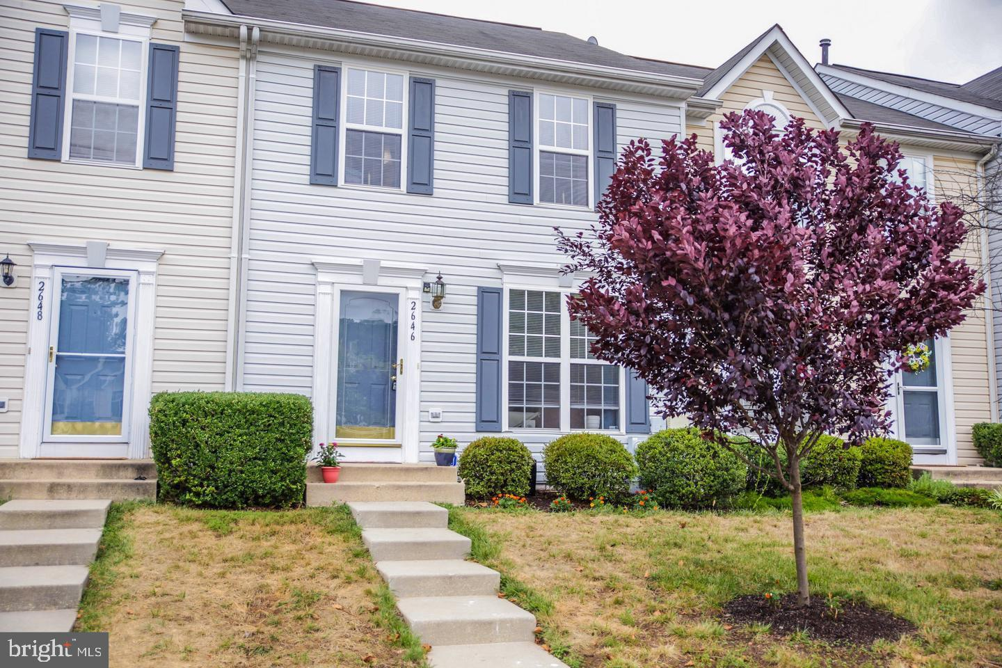 Well maintained townhouse with all the Piney Orchard amenities! Community amenities include 3 outdoo