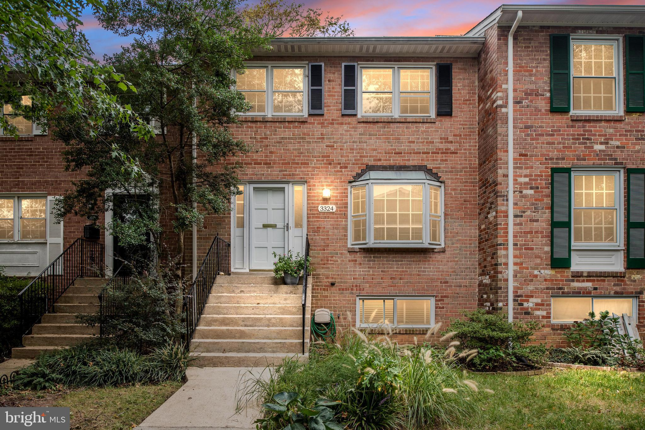 This spacious townhouse of almost 2,500 sq feet is just minutes to metro, The Pentagon and Washingto
