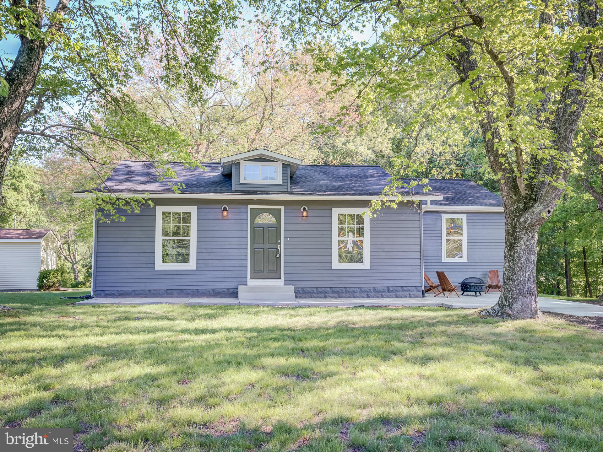 STUNNING RENOVATION! LOCATION, LOCATION, LOCATION!!! CORNER OF MINNIEVILLE RD AND DUMFRIES RD! 3BR'S