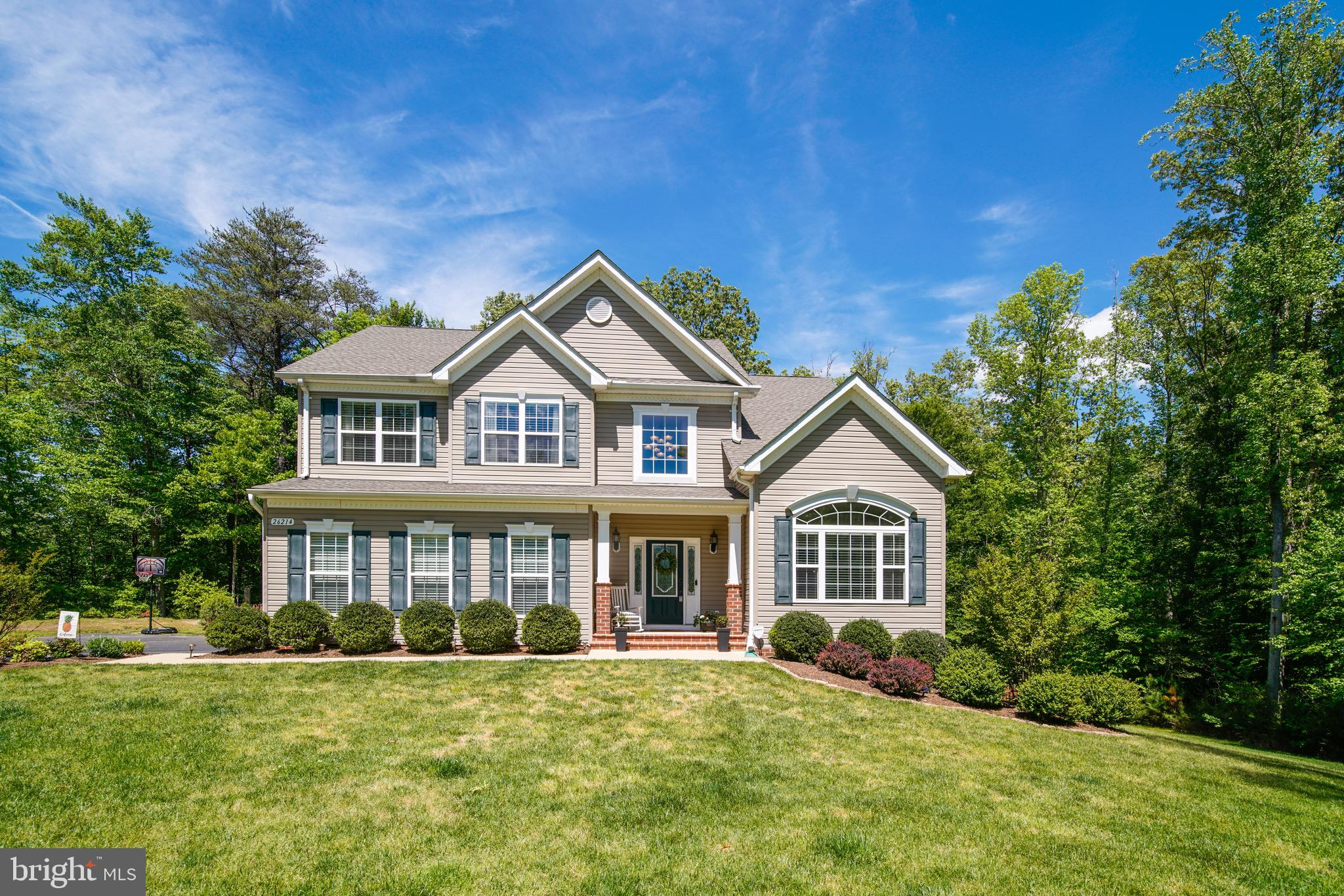 Gorgeous 4 bedrooms 3 and 1/2 bath colonial has everything you are looking for! You enter through th