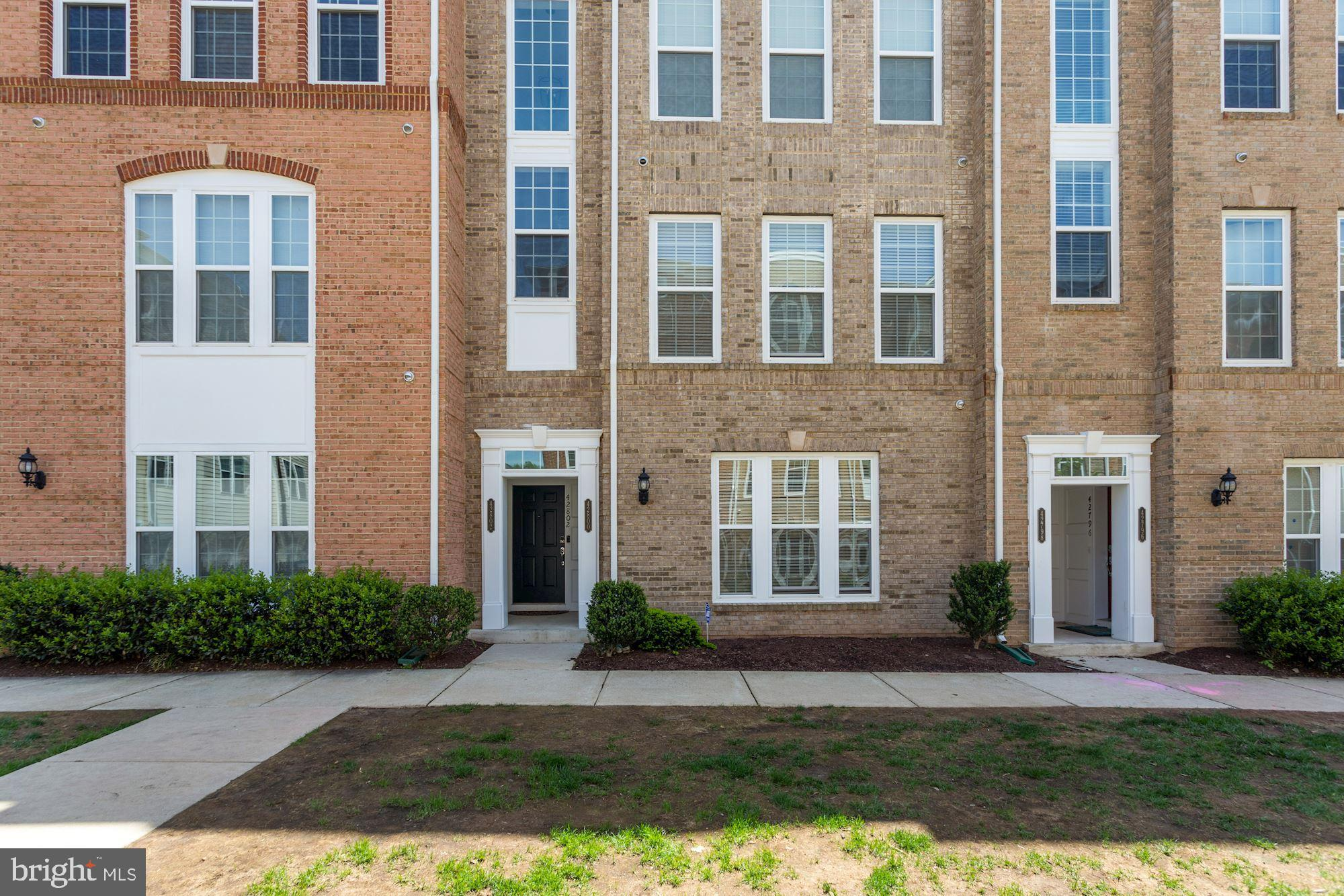 3BR/2.5 BA, townhome style 2 level (lowest two levels in building), brick front, 1-car garage home i