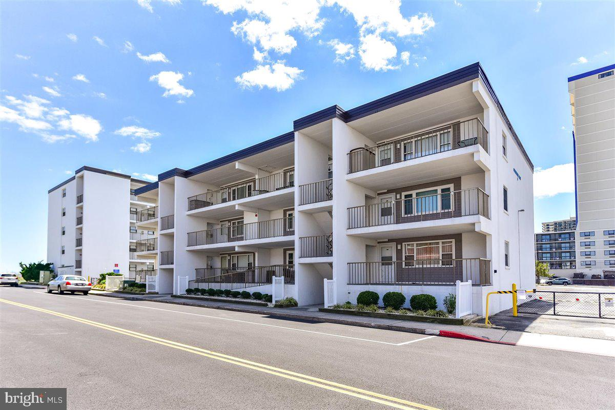 Fantastic Uptown 2 bedroom/2 full bath condo on the first floor is just waiting for you!  Just one b