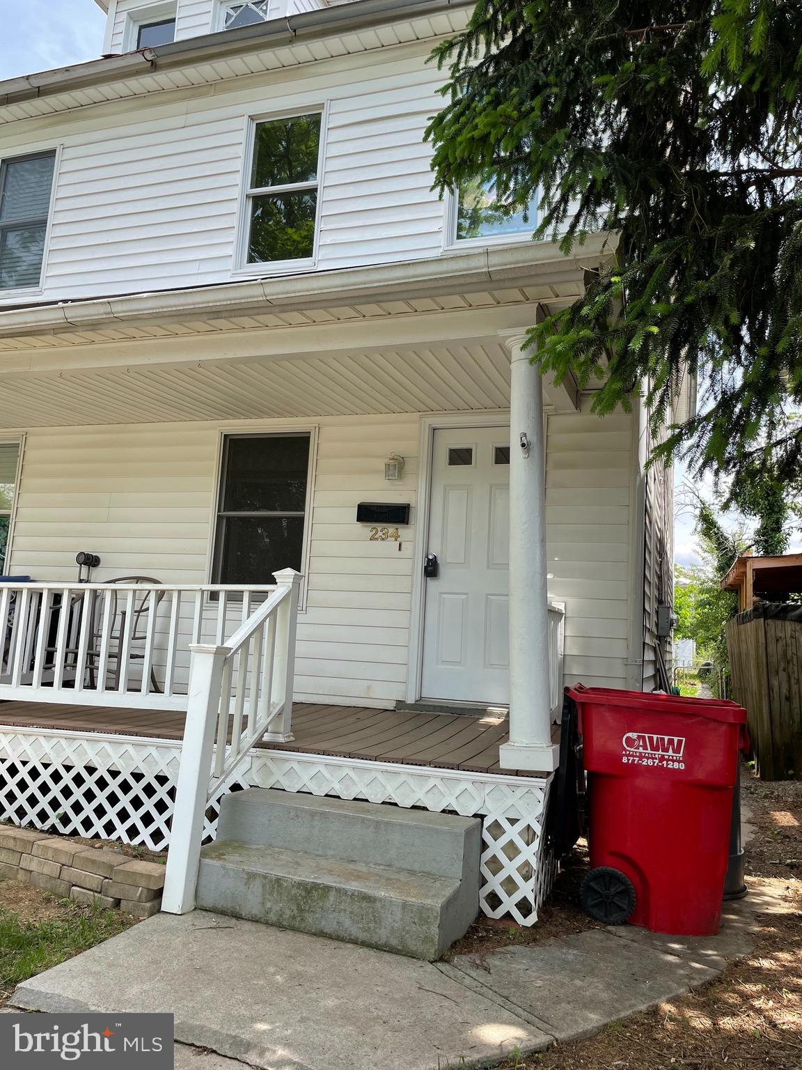What a nice starter home, 2 Bedrooms and 1.5 Bathrooms, with a laundry room in the 1/2 bath. New car