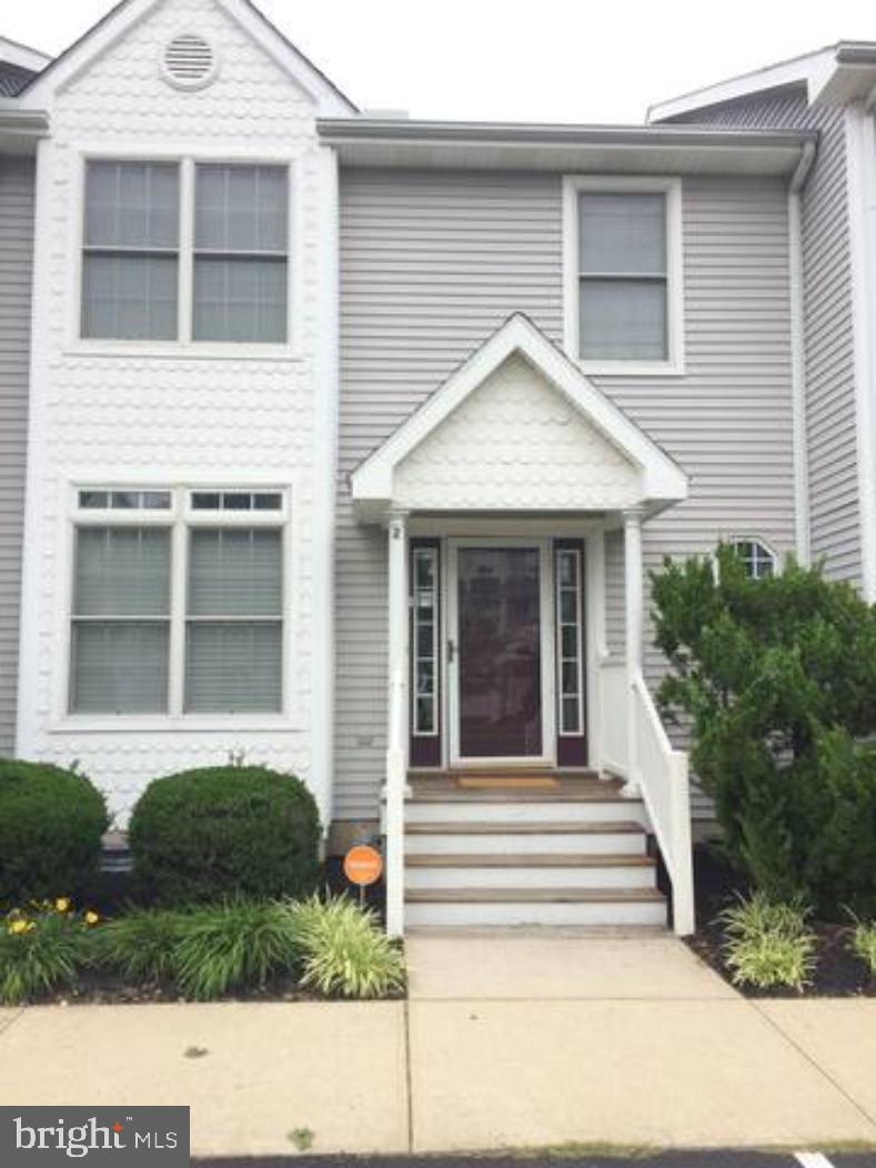 Looking to enjoy beach living and everything around ocean city?  This beautiful 3 bedroom 2.5 bath t