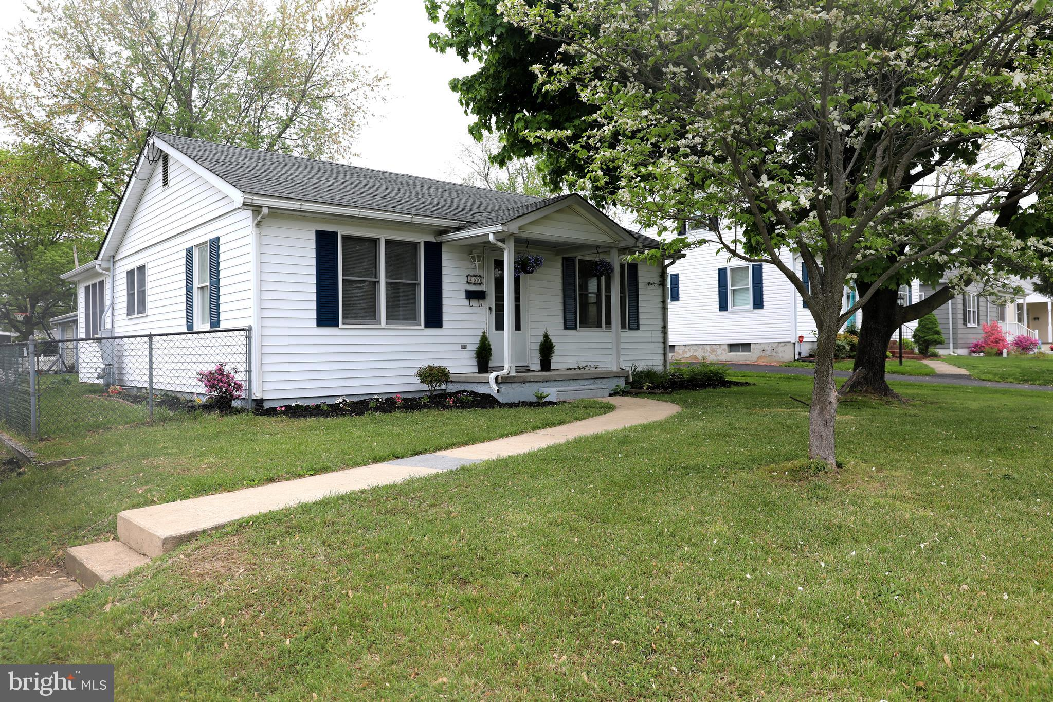 Adorable cape code on corner lot close to town conveniences.  Home offers 2 bedrooms (currently usin
