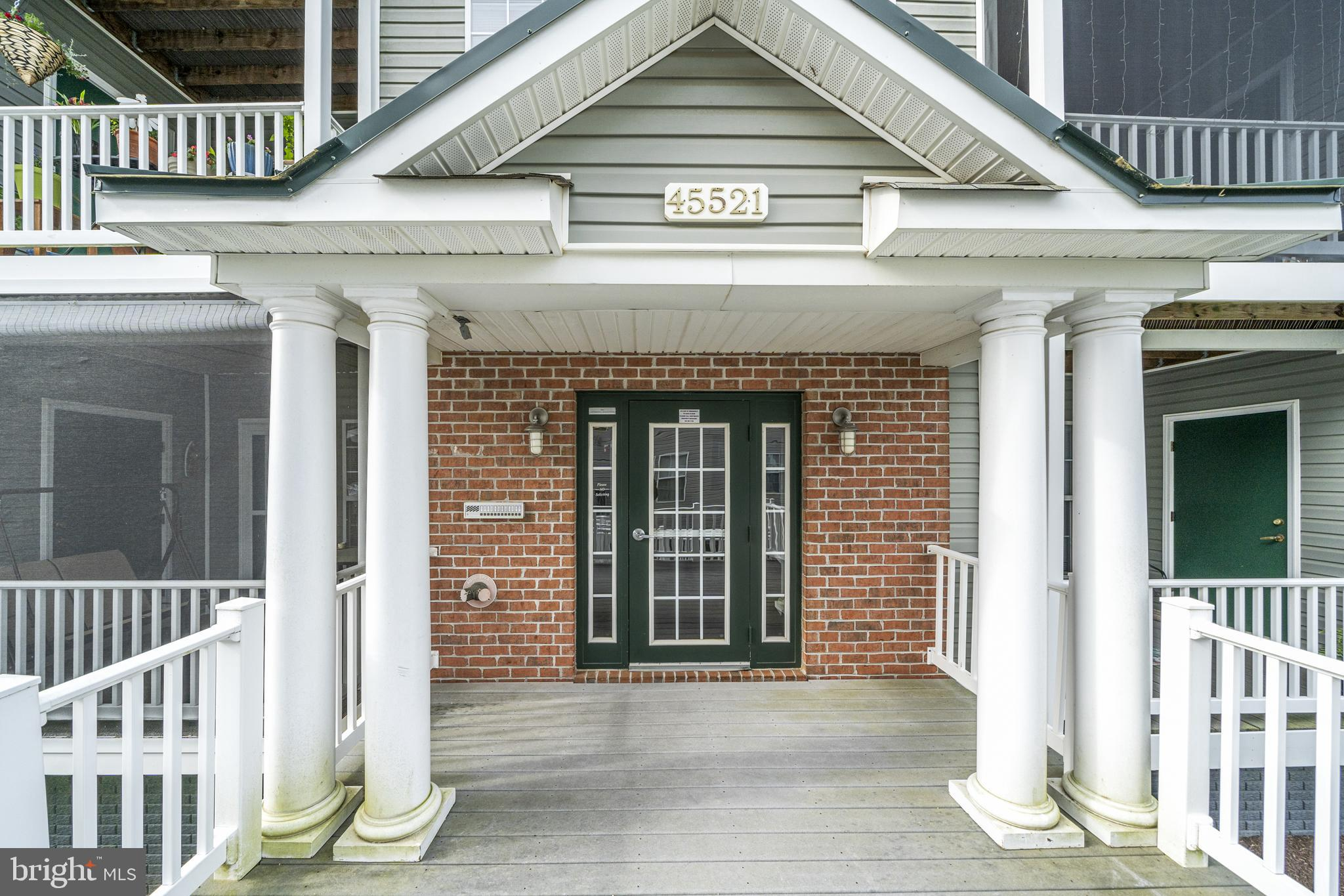 Welcome home to this gorgeous 1 Bedroom 1.5 Bathroom PLUS a Den condo!  As you enter, you will see t
