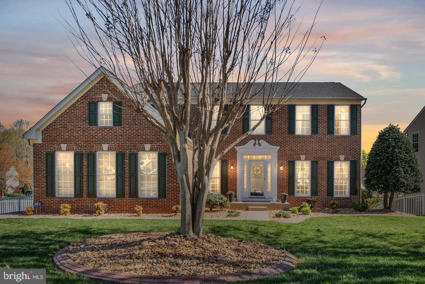 **CORNER LOT!** Welcome home to Stafford's sought after neighborhood- Stowe of Amyclae! This breatht