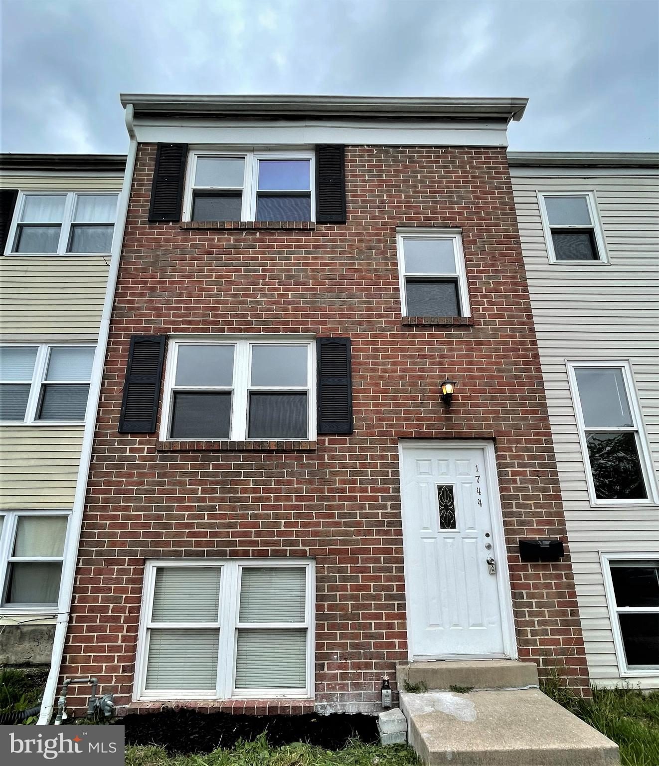 Spacious 3 levels townhouse completely redone from top to bottom!   Brick front, 6 bedrooms 1.5 bath