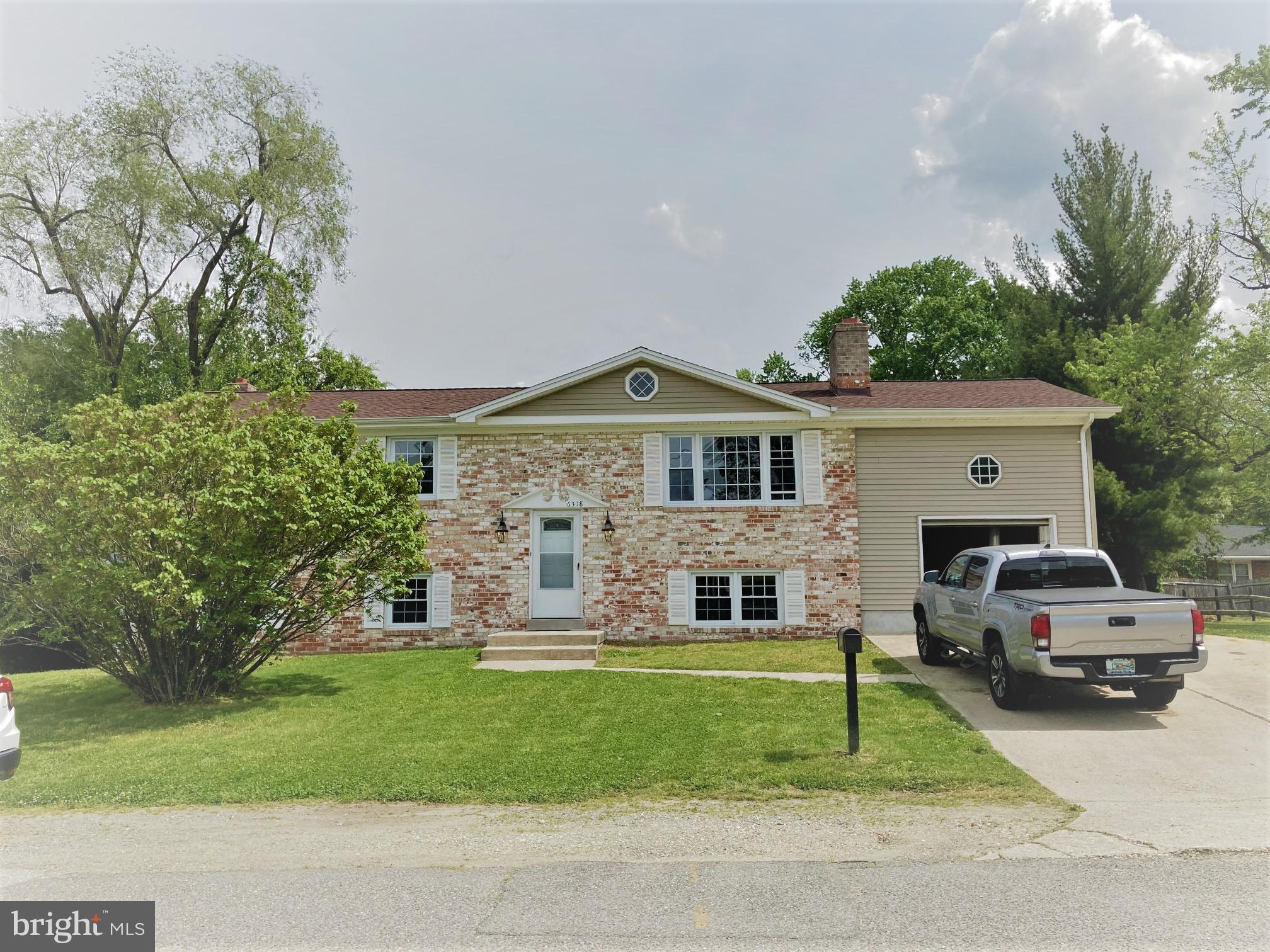 Beautiful Split Level in a location where convenience is key. Spacious in and out. The upper level h